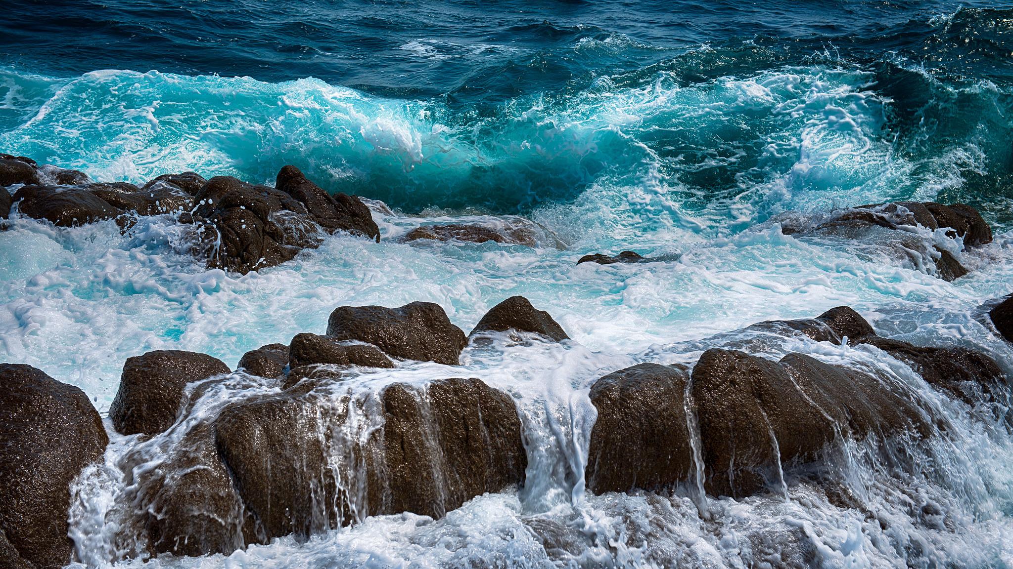 Wallpaper Sea Rocks Spray Surf Foam 2048x1152 Wallpaperup 999722 Hd Wallpapers Wallhere