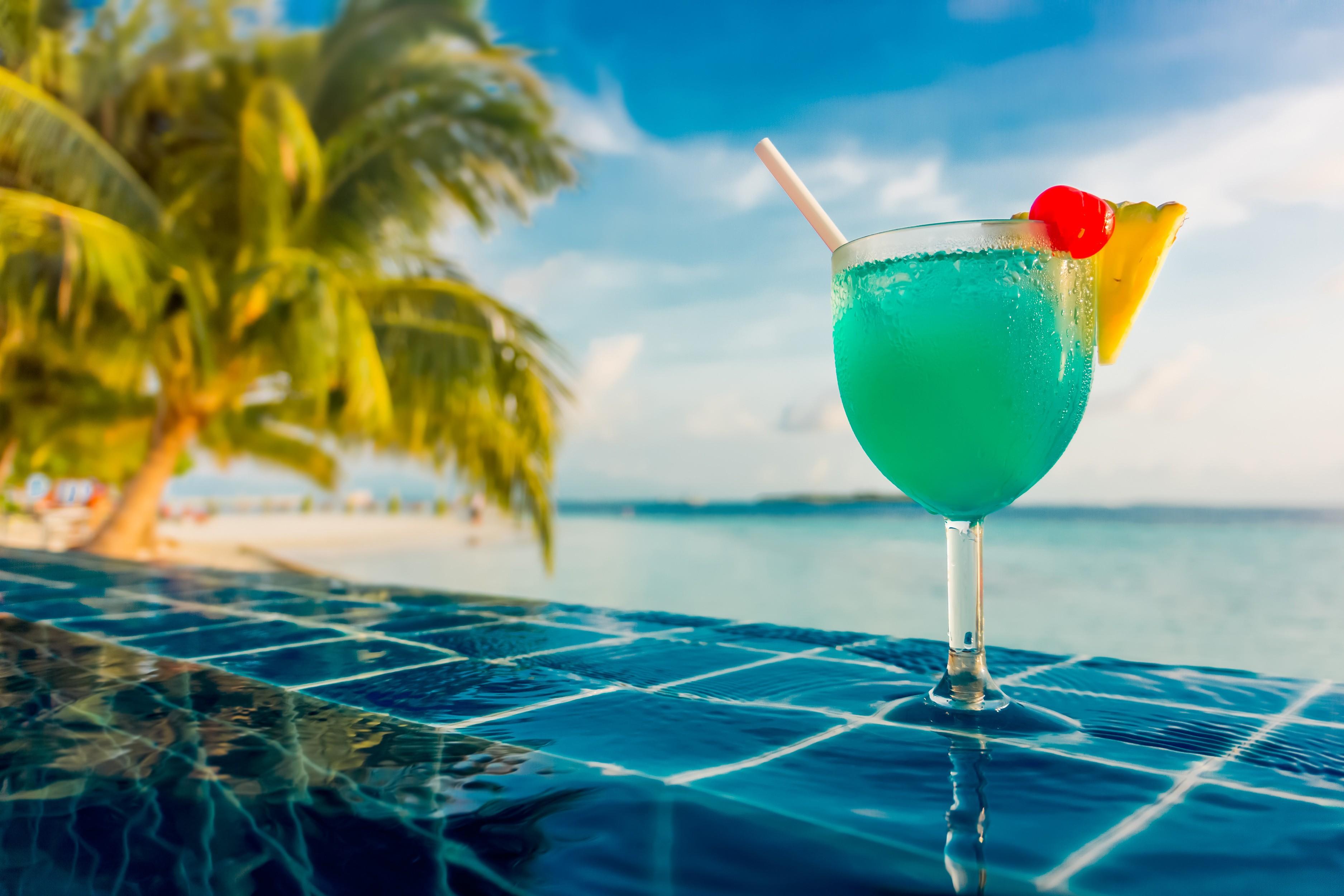 Fond D 39 Cran Mer Eau R Flexion Vert Bleu Verre Palmiers Piscine Tropical Cocktails