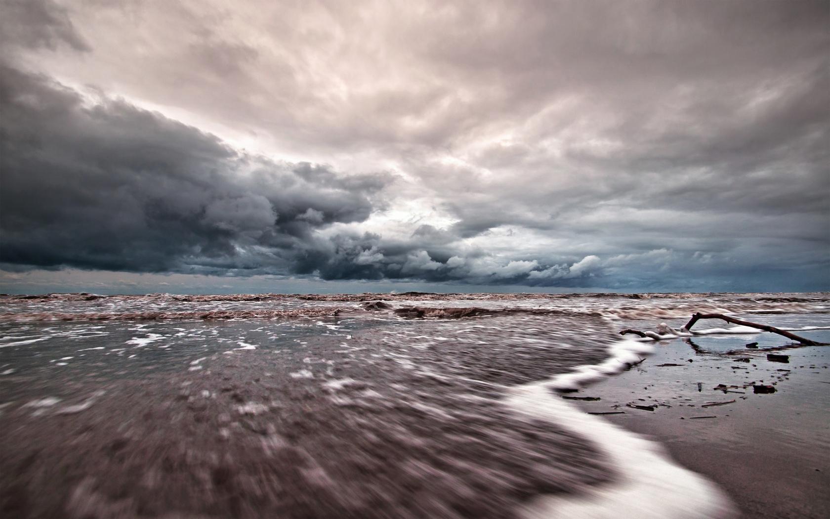 море с плохой погодой картинка объясняется особенностью