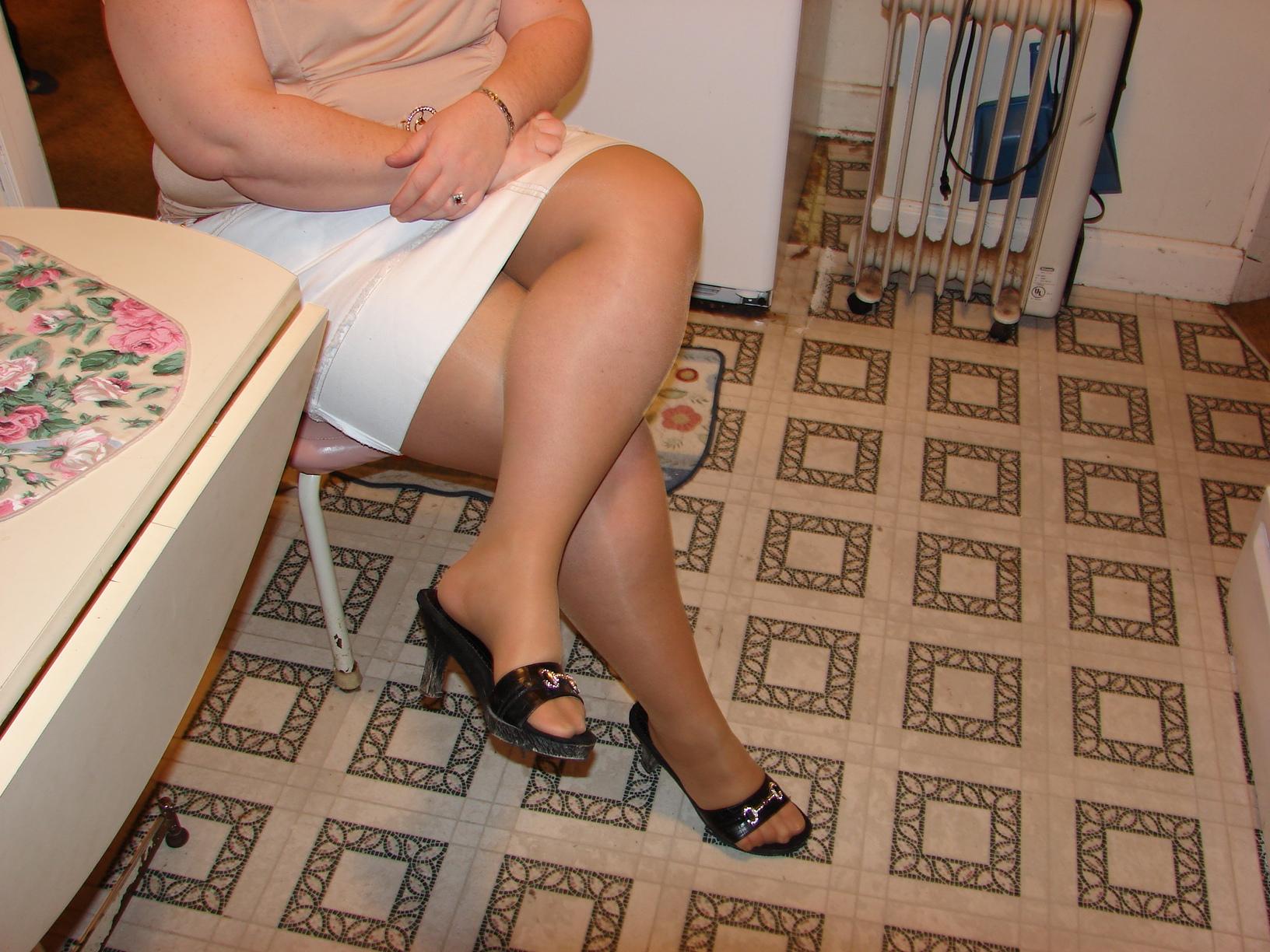 сейчас полные зрелые ножки свитхерт смотреть онлайн