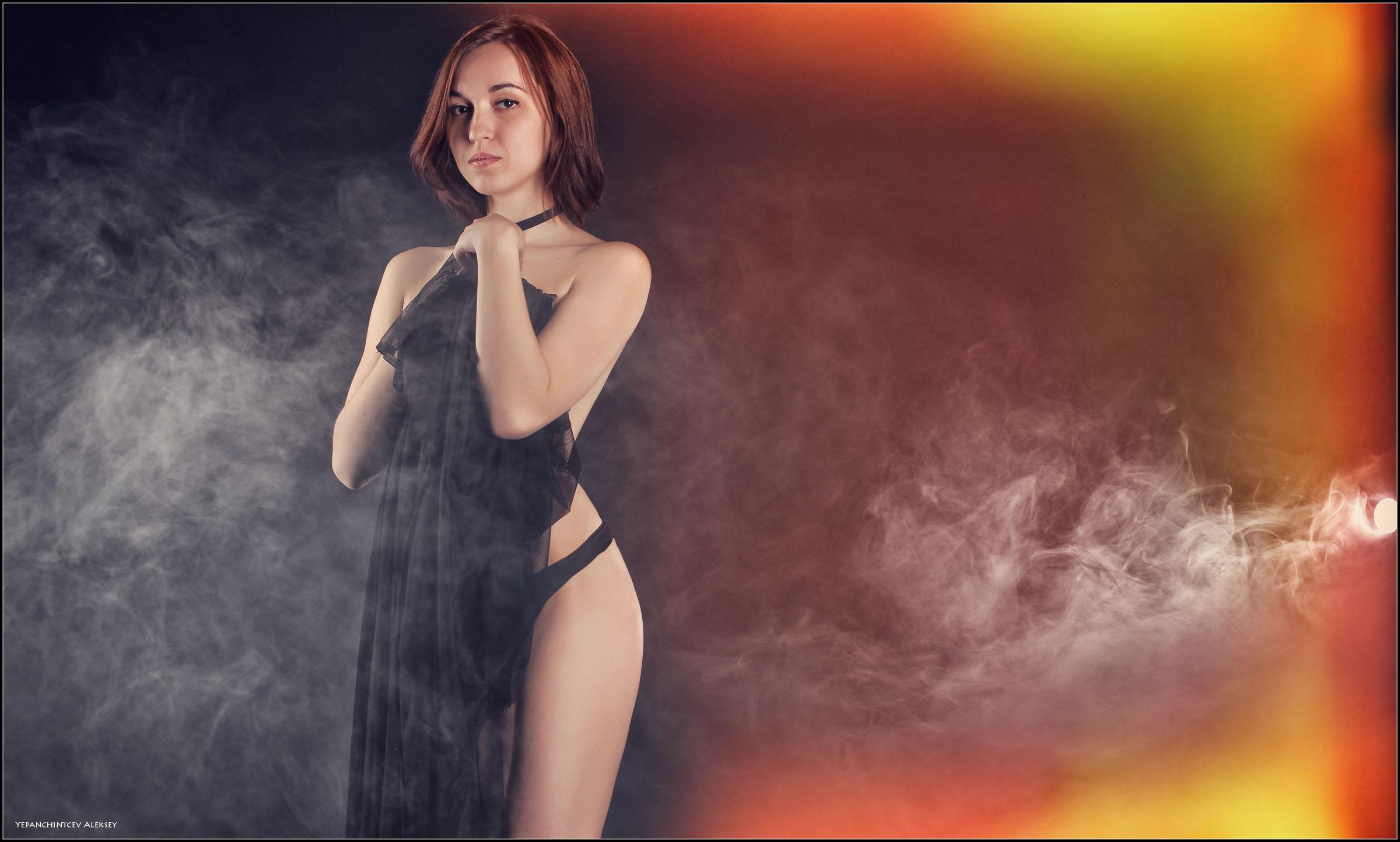 Fond D Ecran Sexy Studio Nu Brume Erotique Fumee Lingerie Pieds Nus Katerina Fille Russe 2400x1444 994080 Fond D Ecran Wallhere