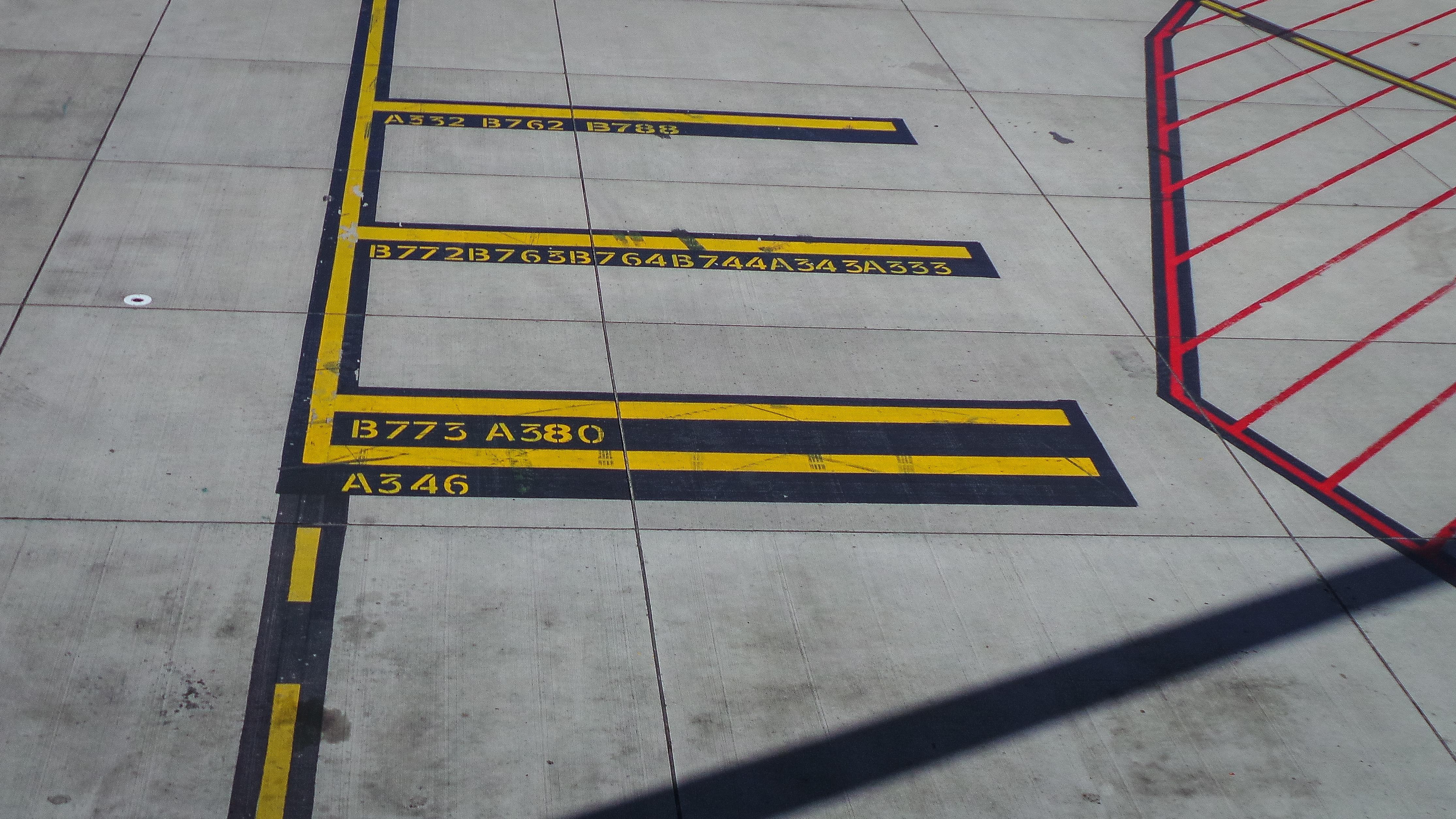 Sfondi : ombra rosso nero linee luce del sole giallo aereo