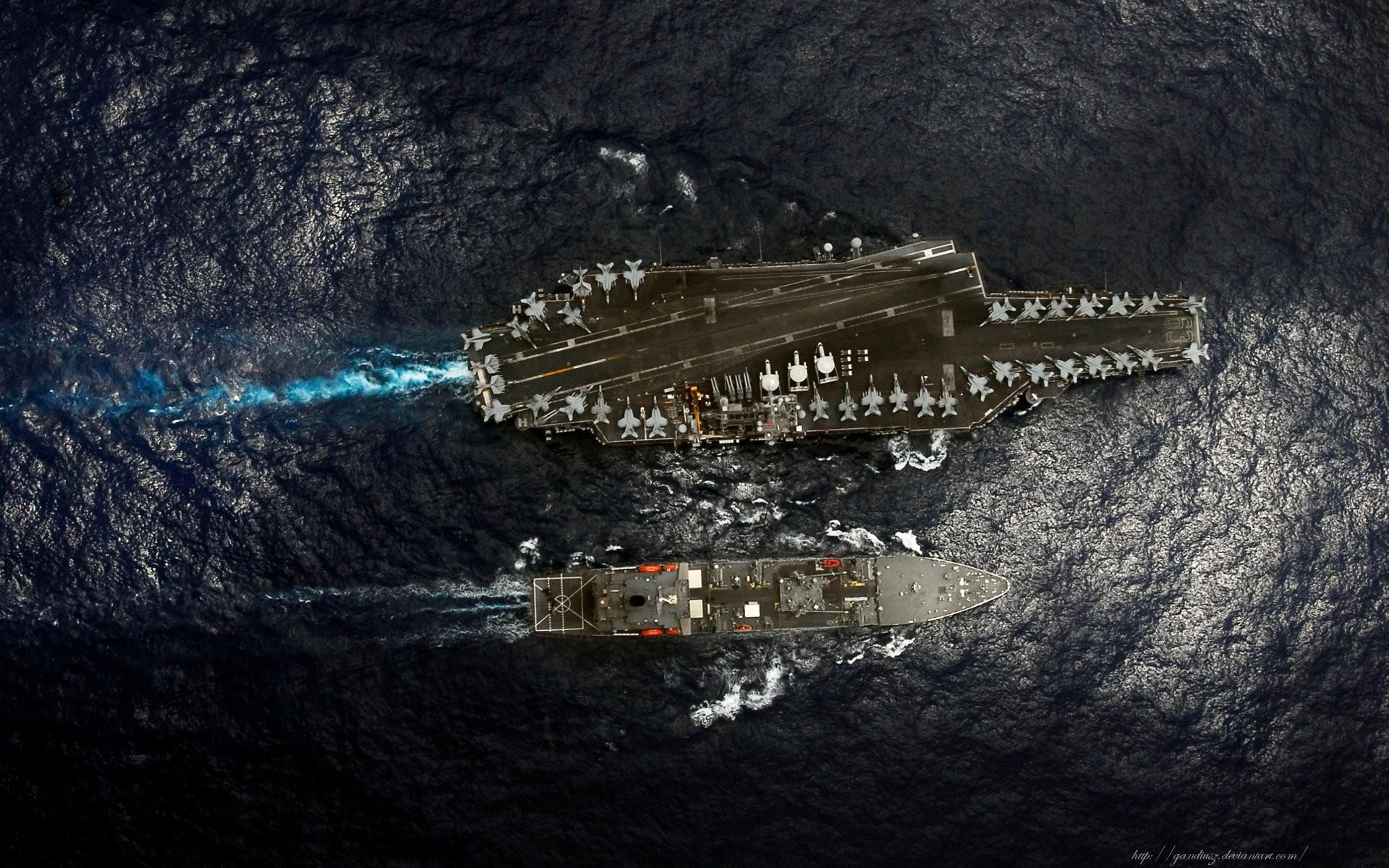 предлагаю вам картинка крейсер сверху в порту меня