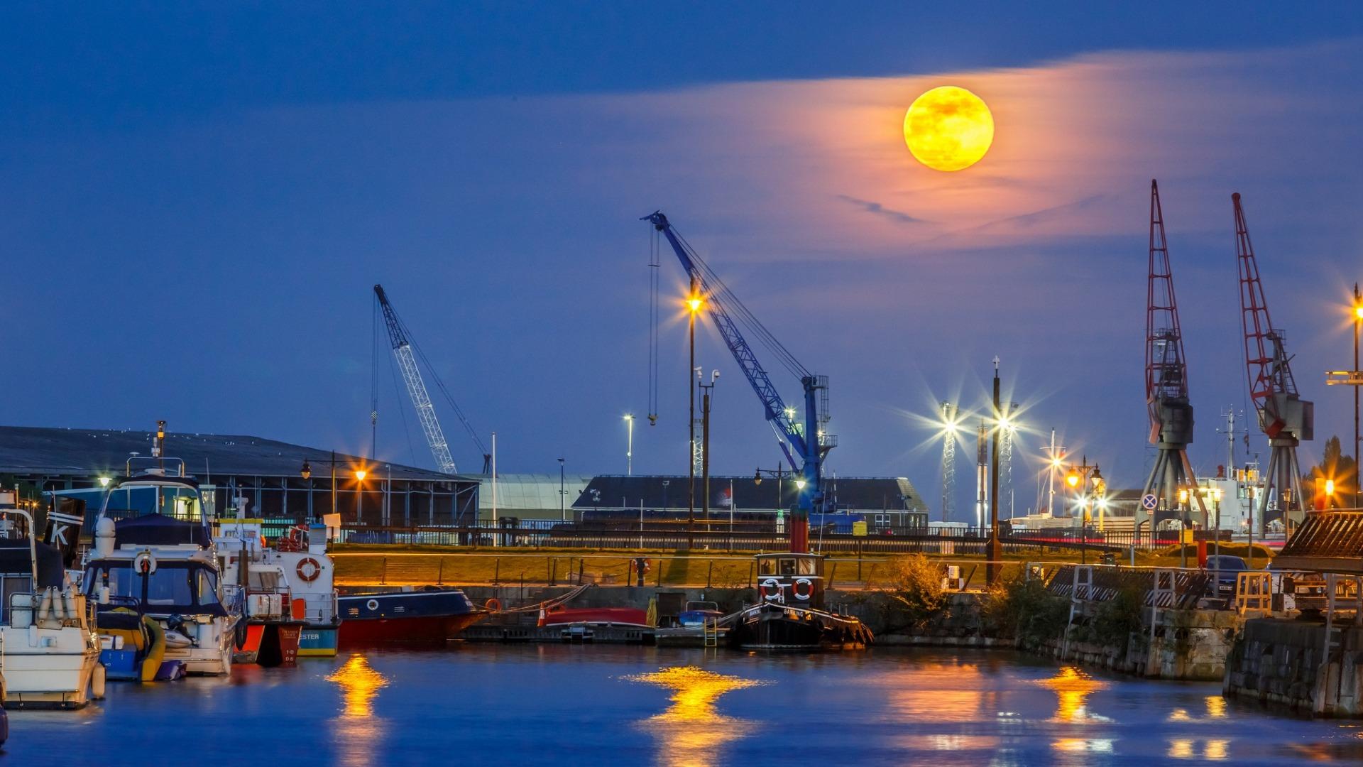 Fond d 39 cran navire chantier naval dock machine for Fond ecran uni
