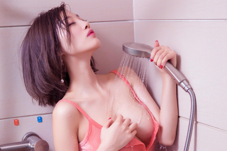 прикрыла глазки от стыда азиатки разводе