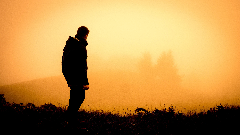 Фото парня в тени на аву