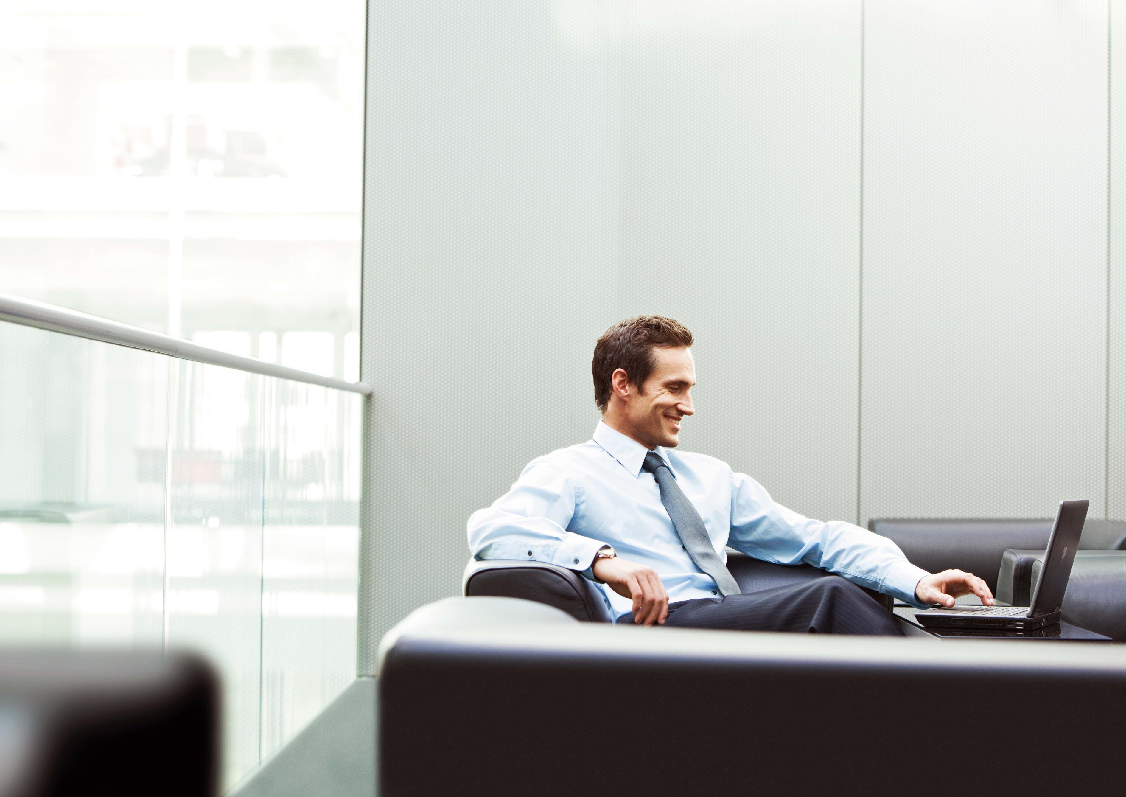 Wallpaper Sitting Office Laptop Person Smile Man