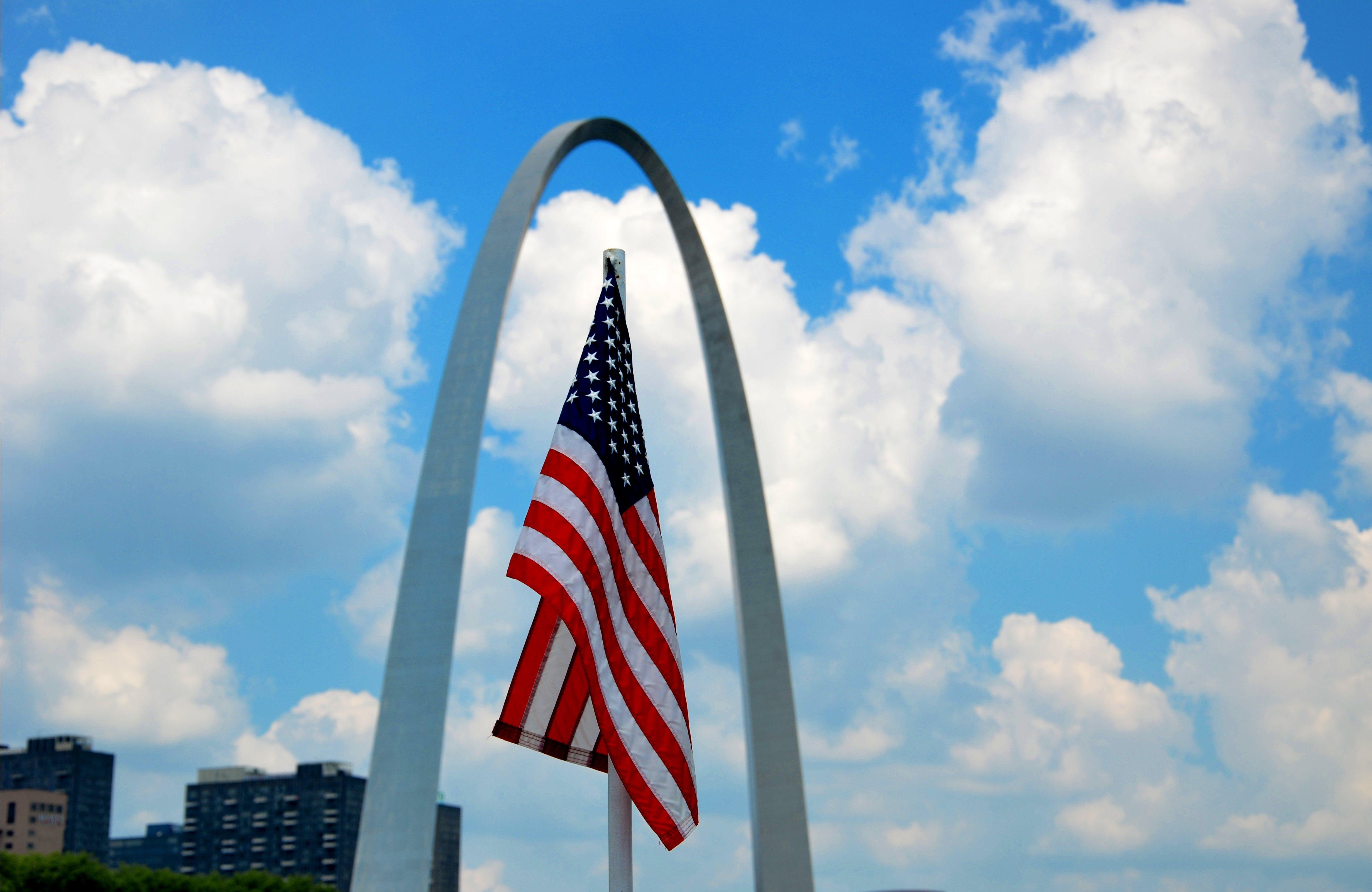 デスクトップ壁紙 空 記念碑 綺麗な 誇りに思う 雲 中西部 かなり 芸術的 ユニークな ストルース アメリカンフラッグ 愛国的 アメリカ人 ミズーリ州 ゲートウェイワッチ モニュメント Stl ストールウイザルク Usflag Usaflag アメリカ合衆国統一
