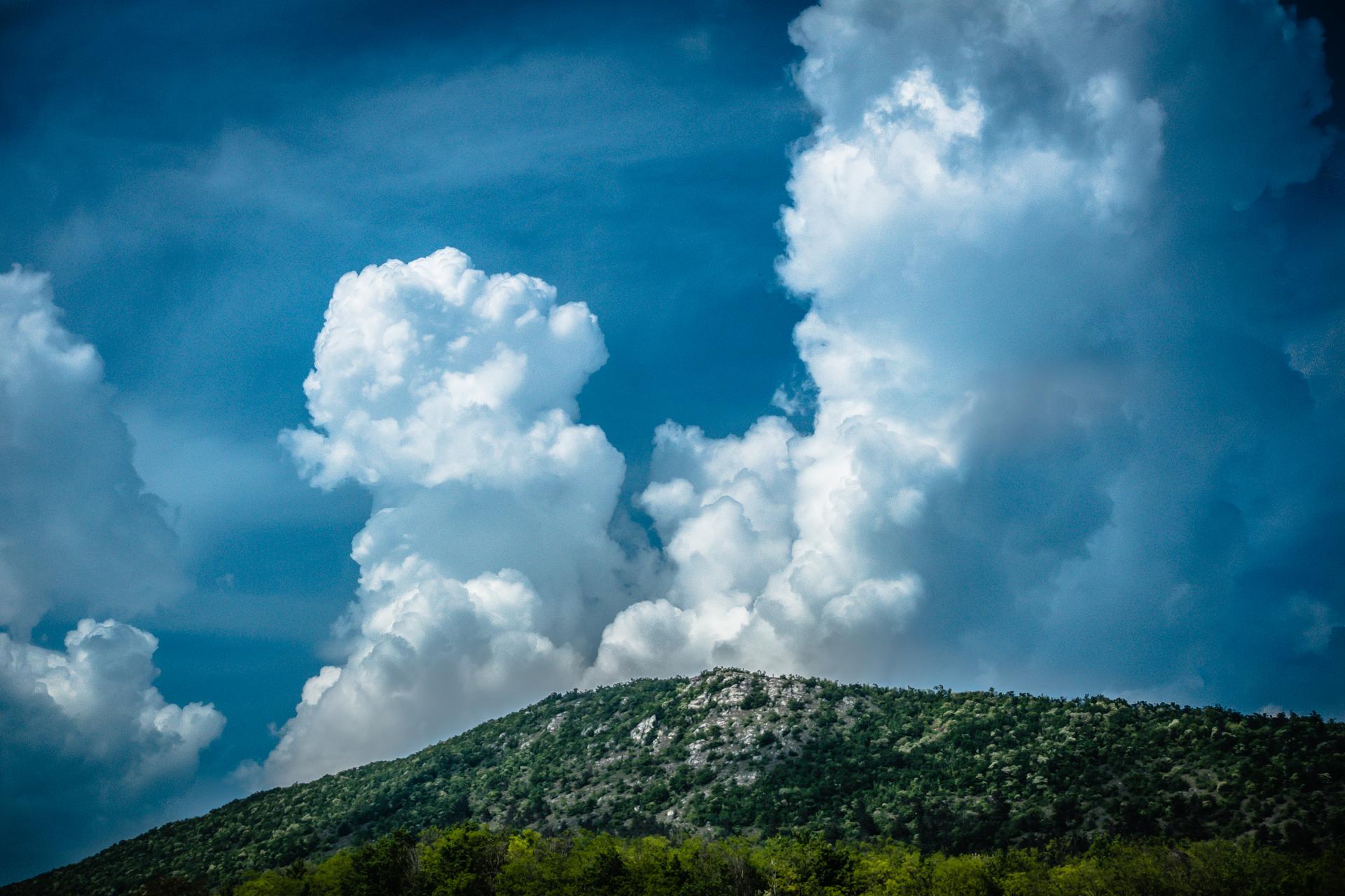 они аномальные облака над горой фото широкое, поэтому