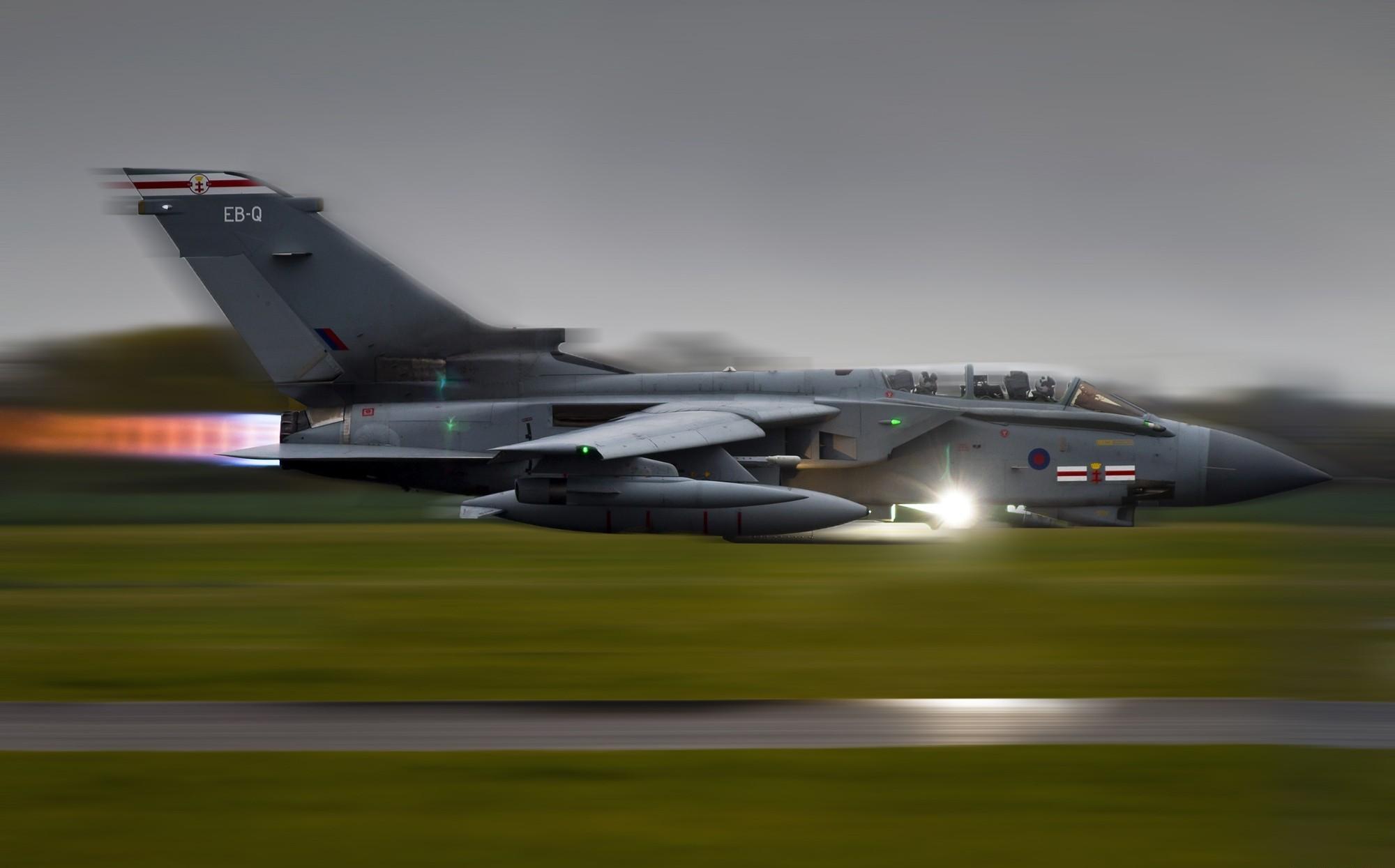 Sfondi aerei tornado