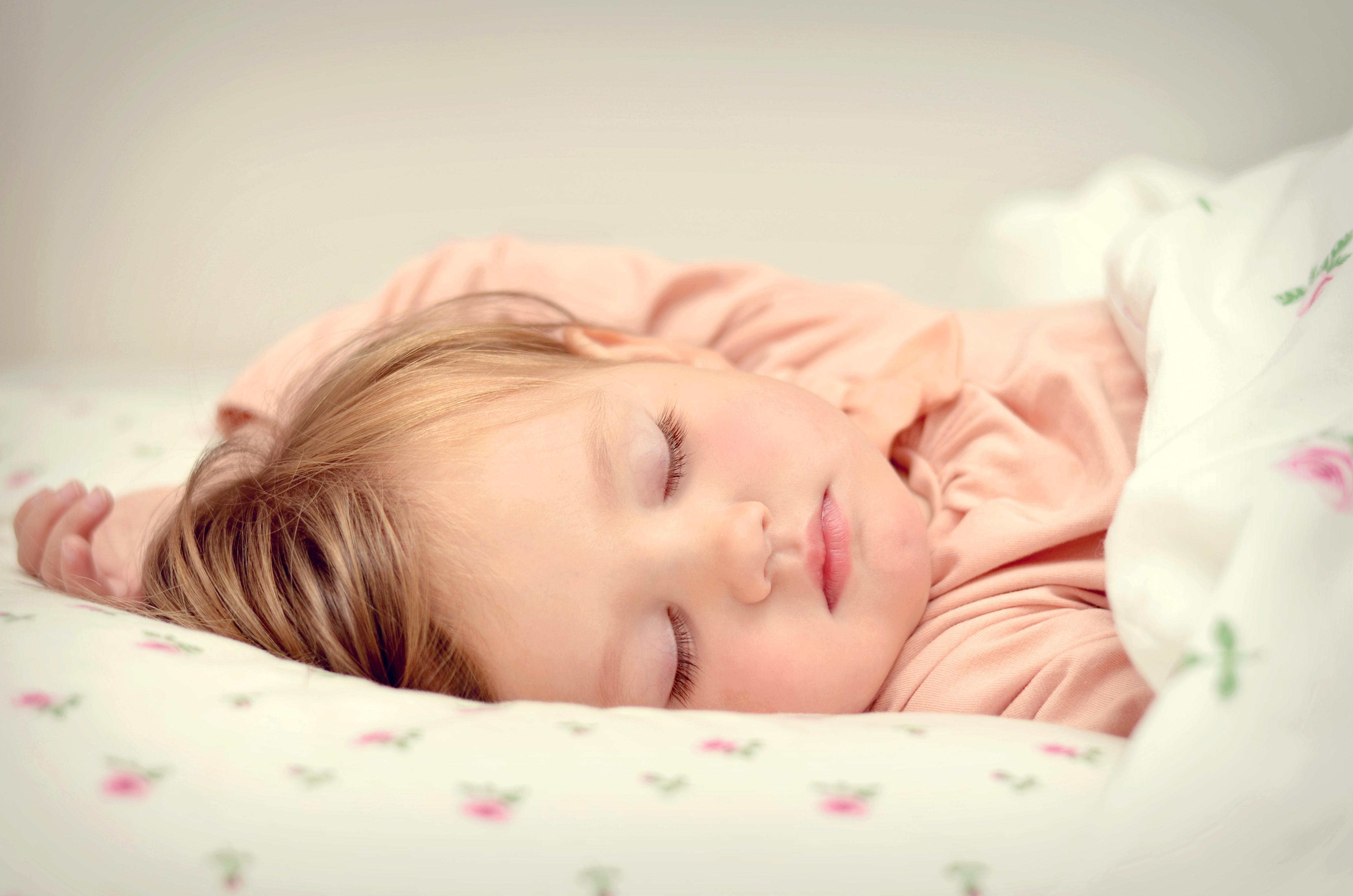Дочка спит картинка