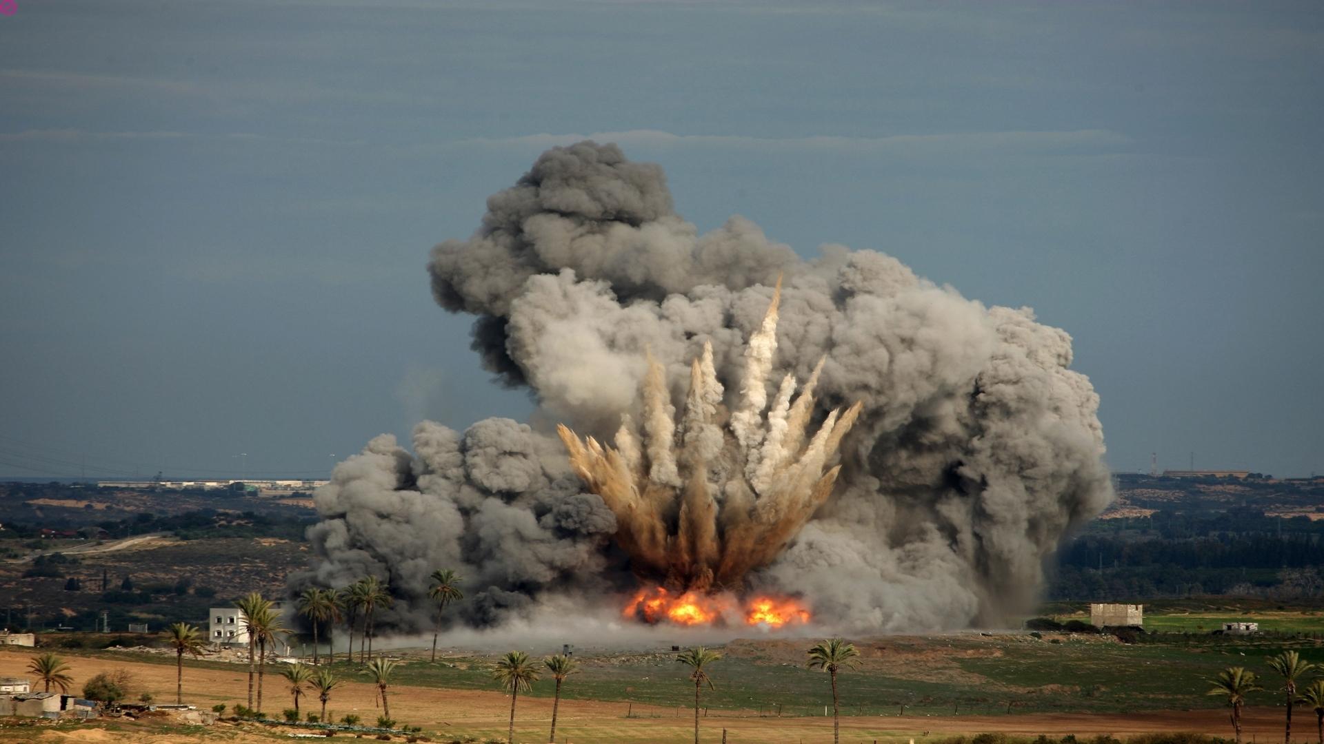 Картинка бомба взрывается