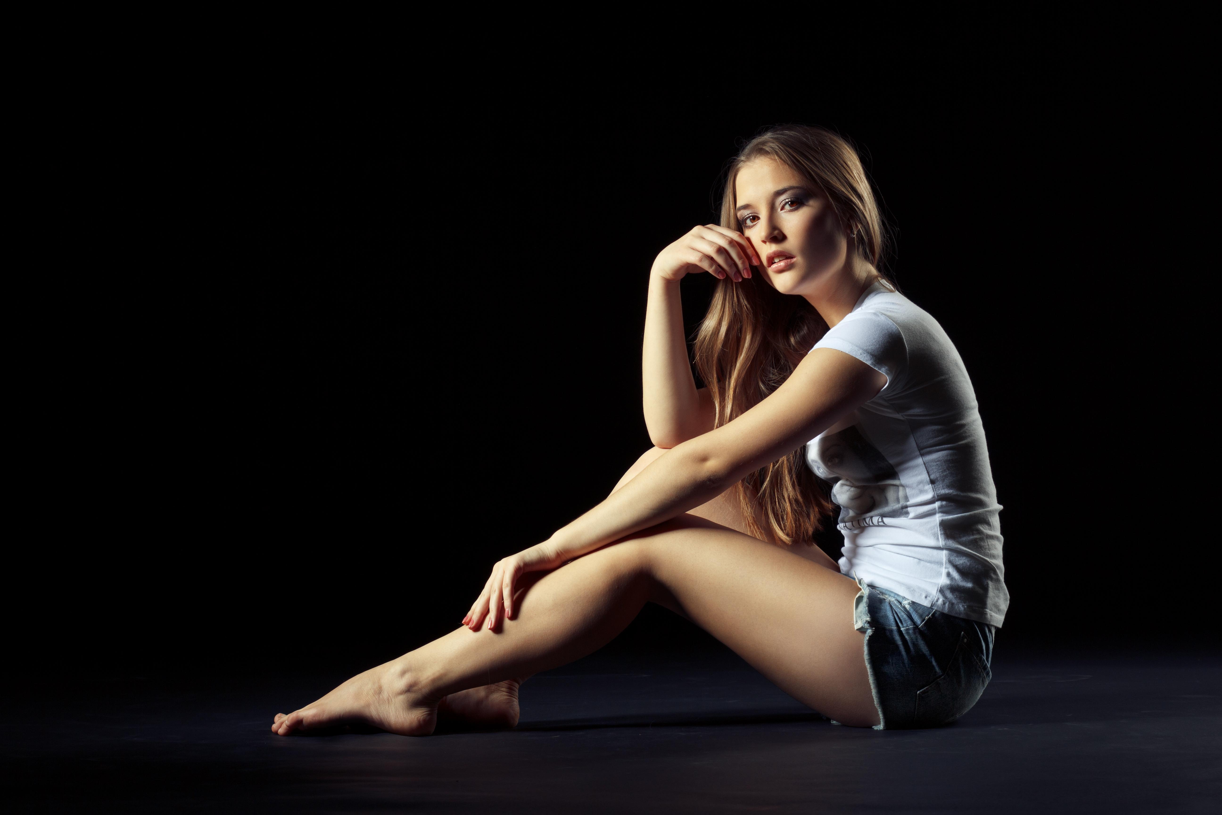 Sexy blonde dance belles louboutin