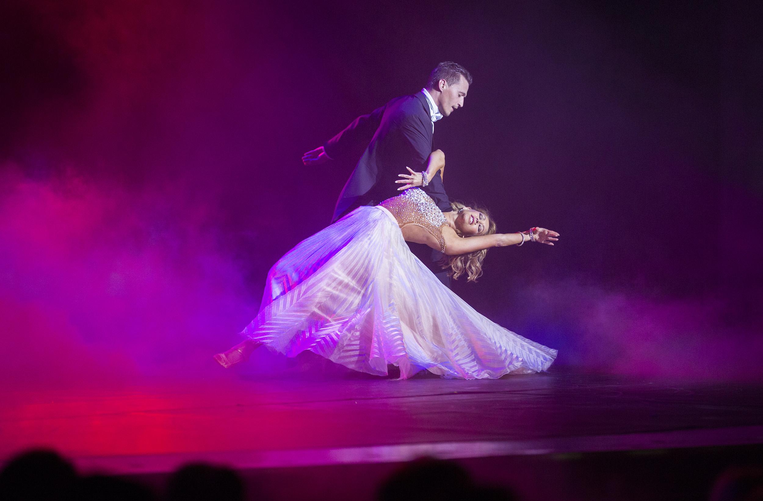 Как фотографировать танцующих людей на сцене