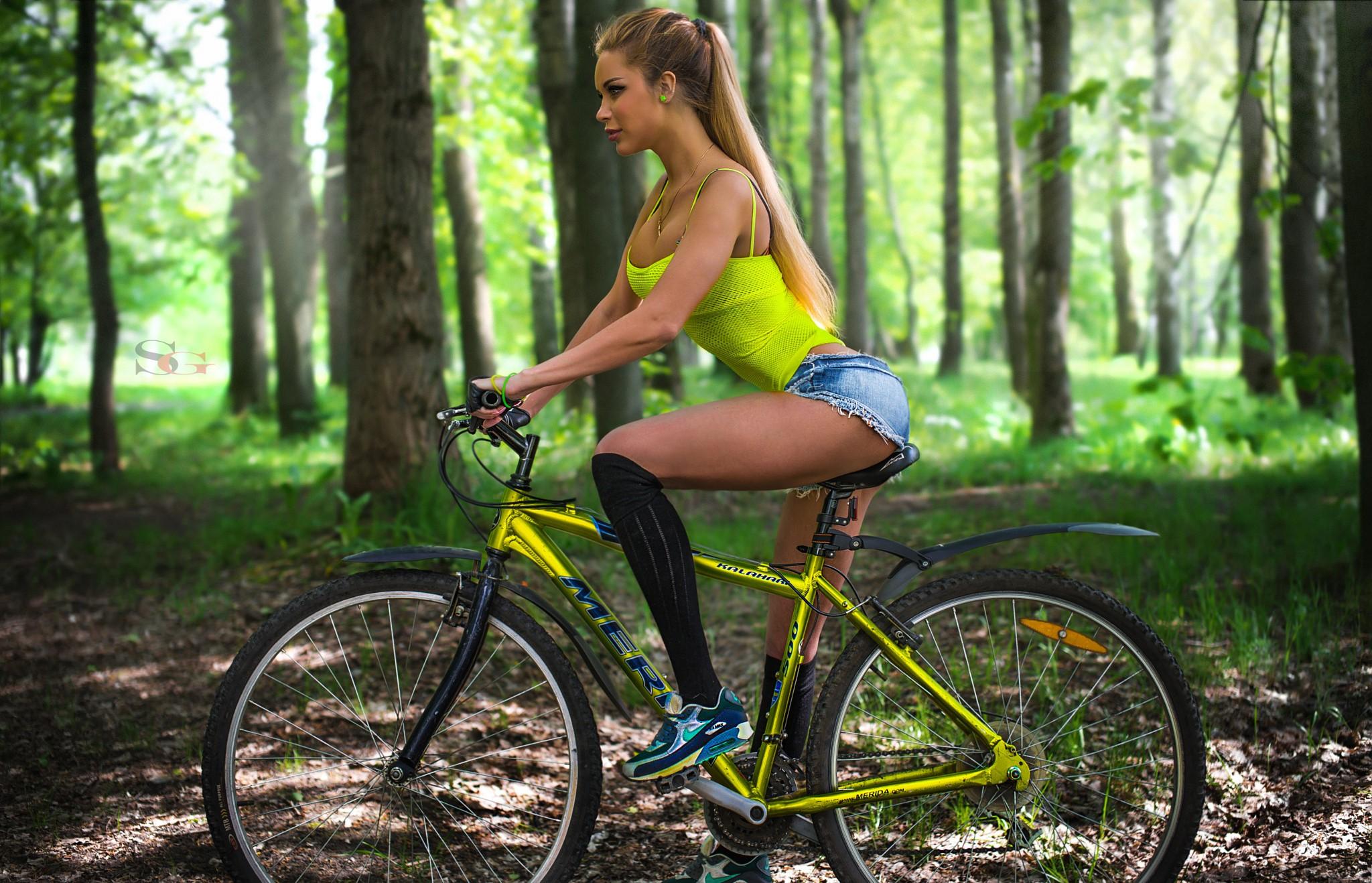 Humilation sissy gym pantyhose