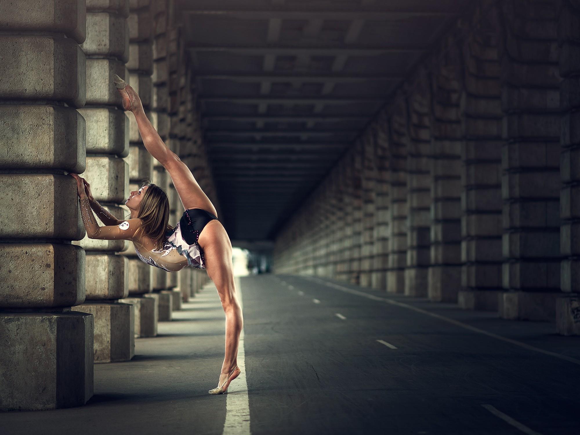 множество раз креативные фото спортсменок находится центре города