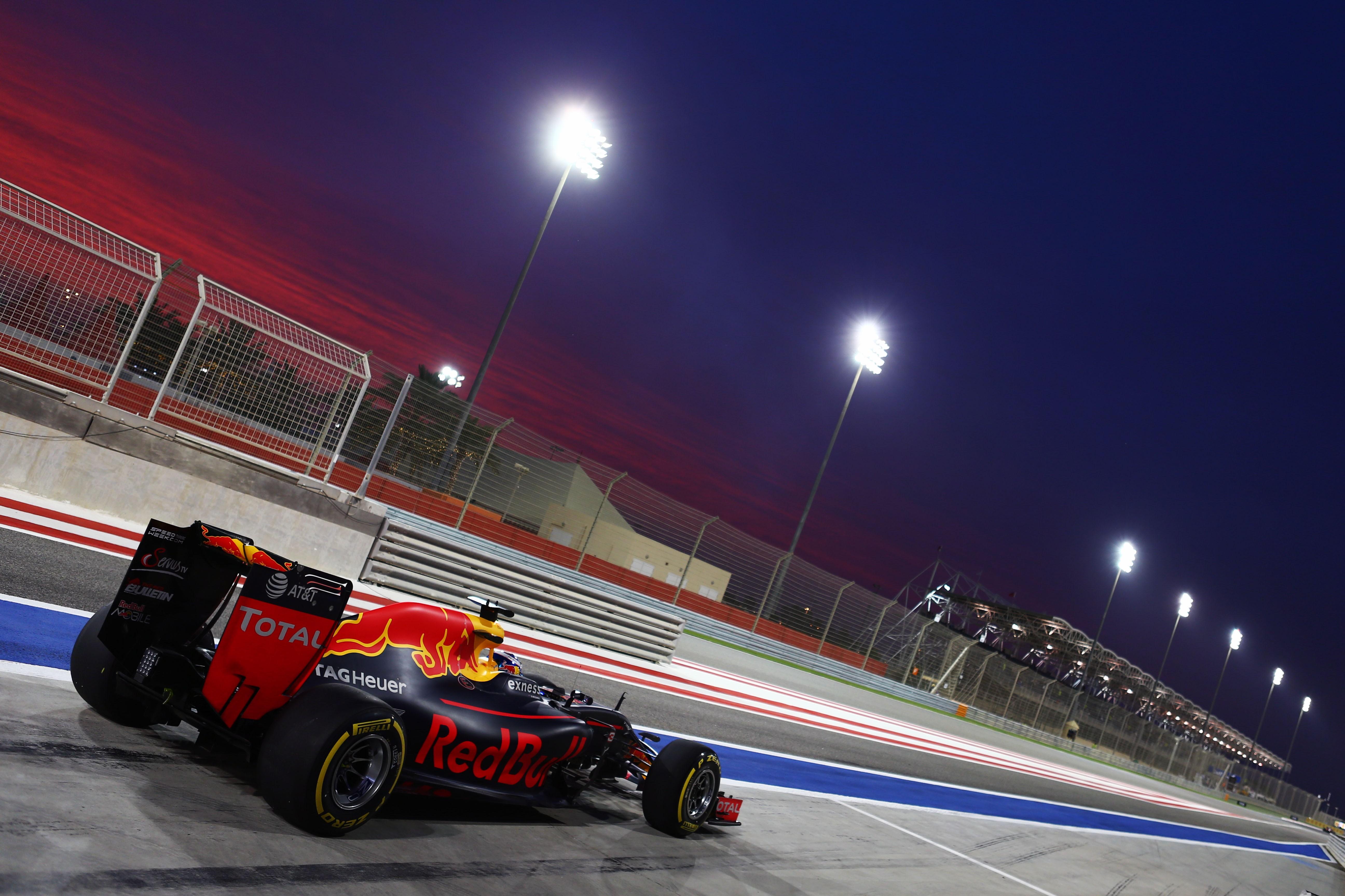 Fond d'écran : des sports, nuit, voiture, véhicule, boisson, Formule 1, Red Bull Racing, courses ...