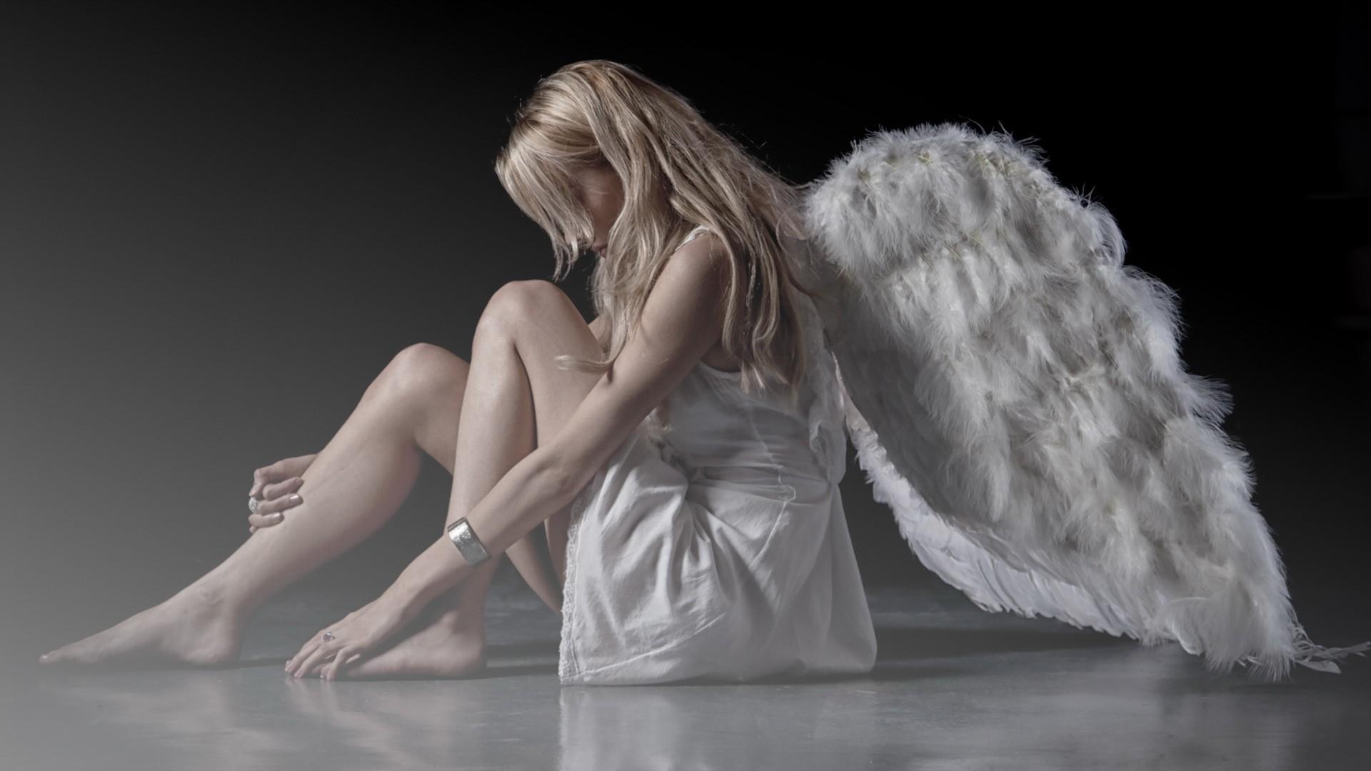 друзья ангел прикрылся крестом фото на рабочий стол маникюр удачно