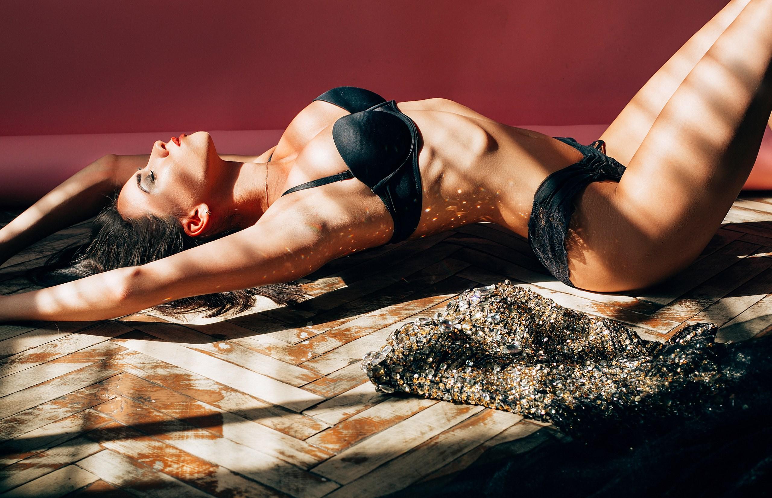 Видео супер женского тела, мужик трахает связанную рабыню