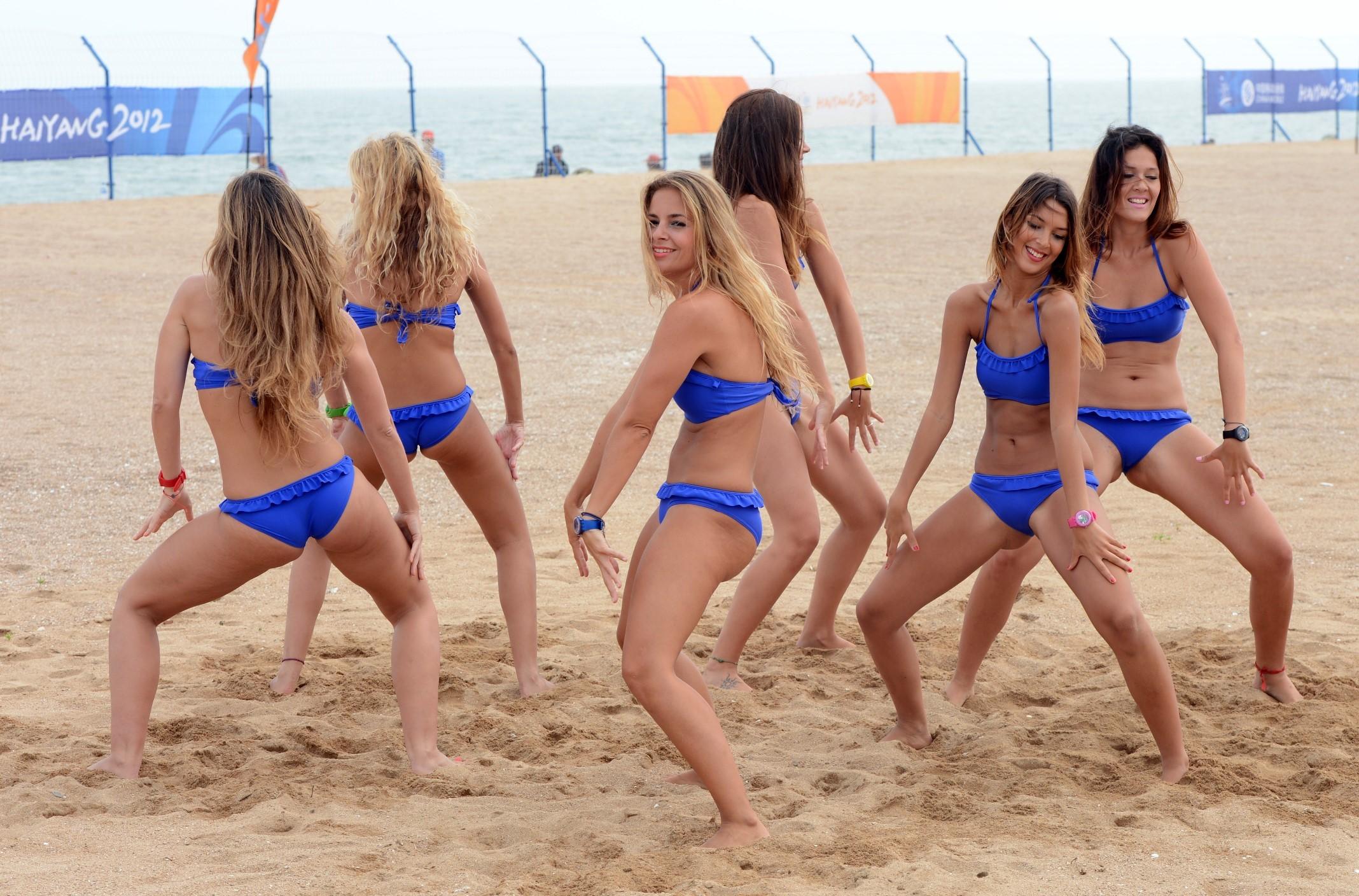 dancing-teens-bikini