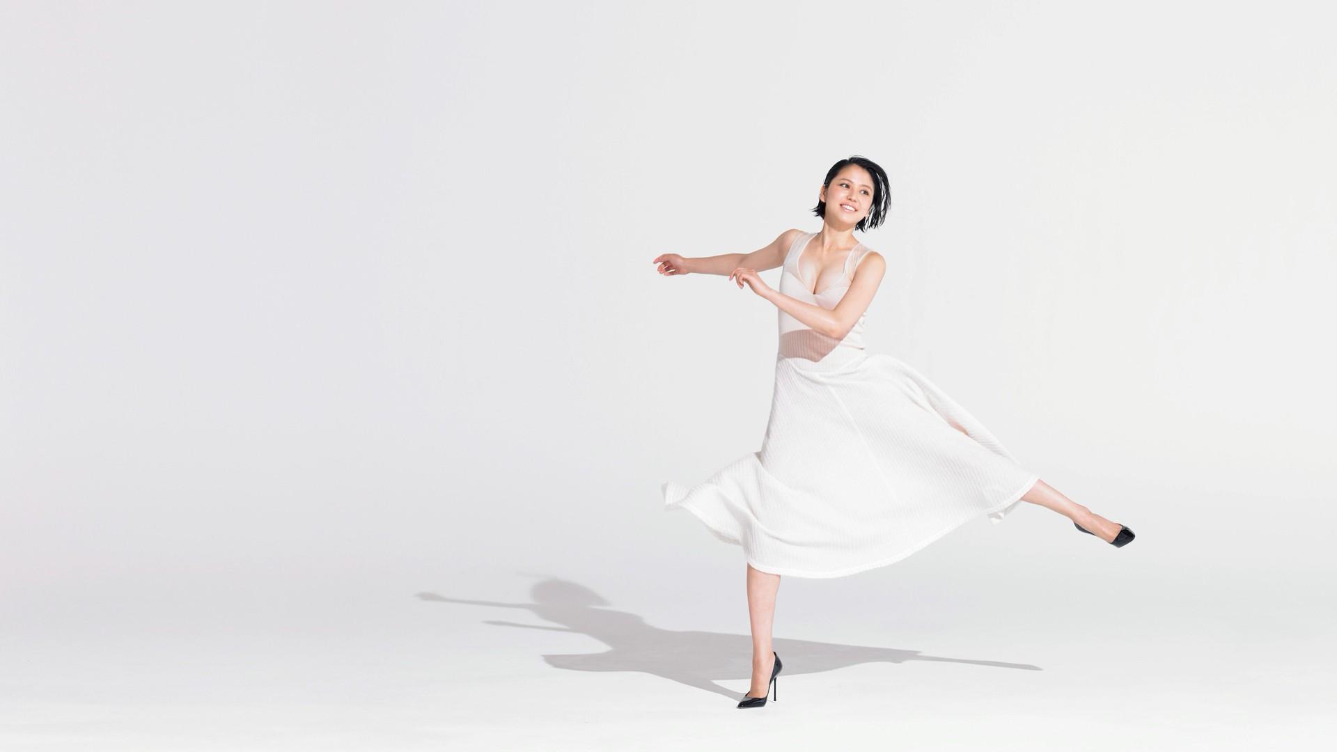 Robe blanche danse moderne