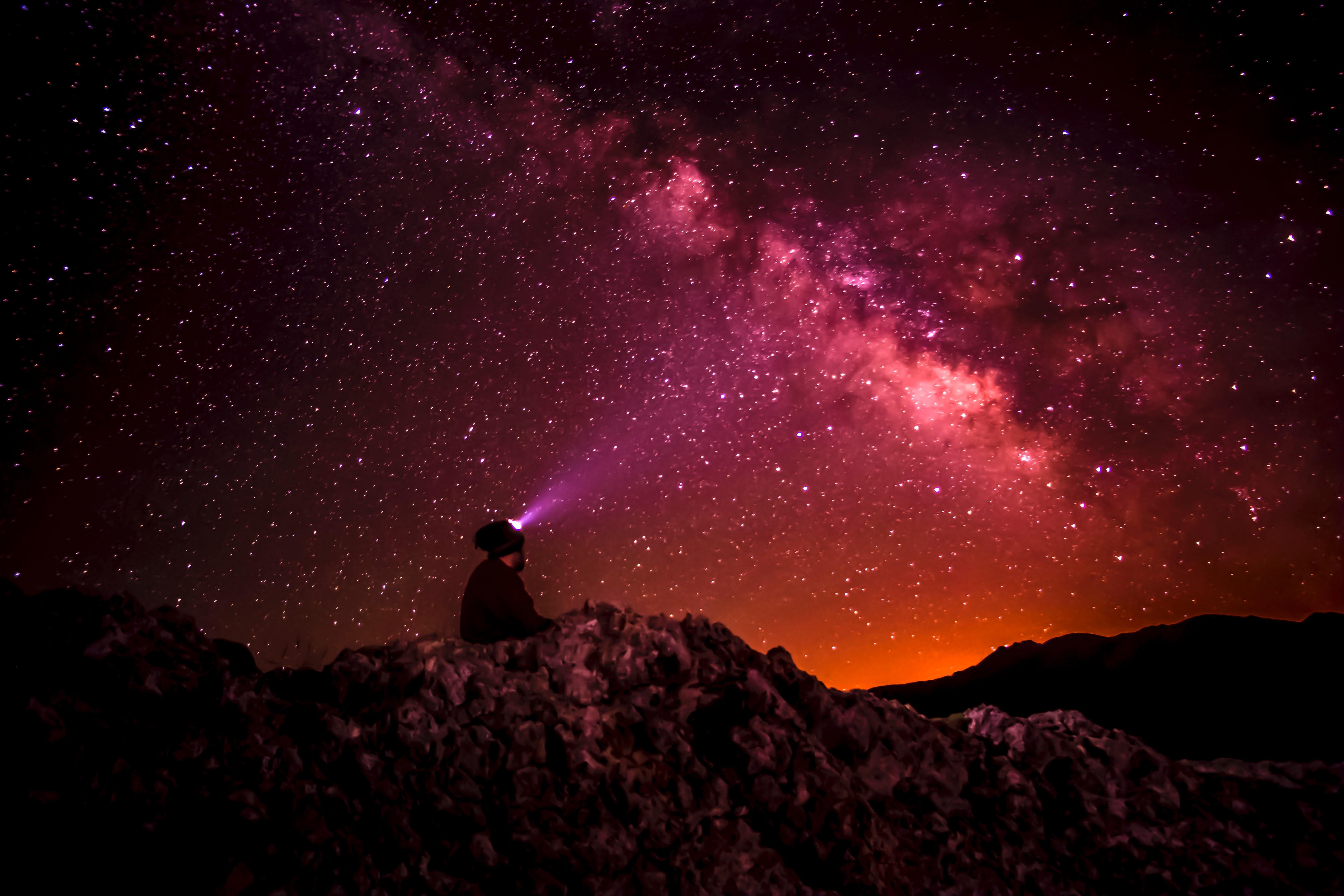 Fond d'écran : ciel étoilé, étoiles, homme, lumière, briller 5472x3648 - wallpaperUp - 1184416 ...