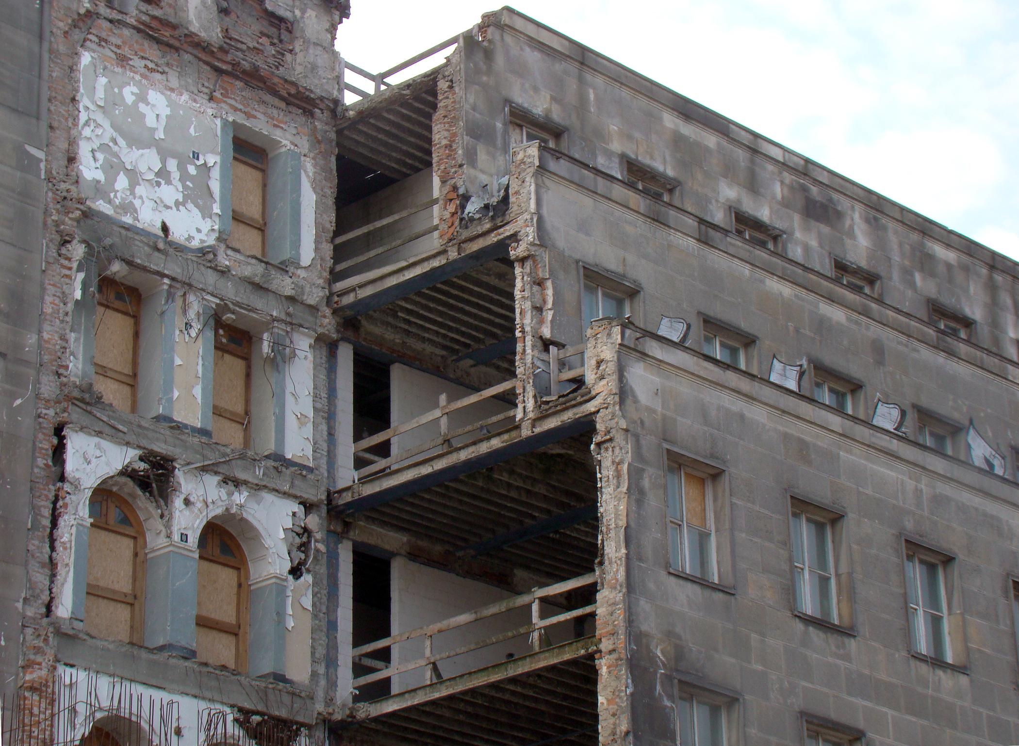 Street City Building Downtown Day Poland Warsaw Wreck Oldbuilding Disrepair