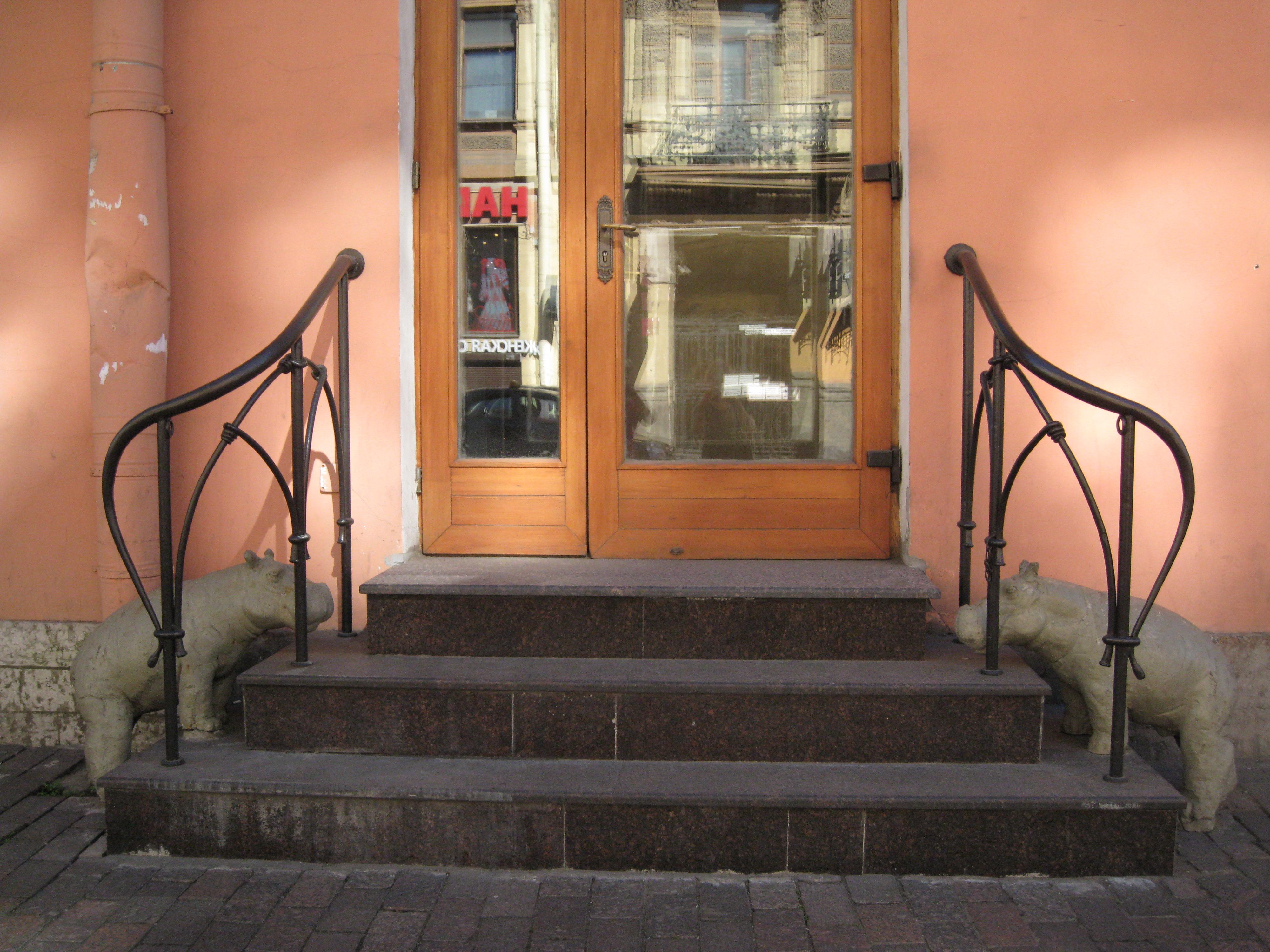 Wallpaper : street, door, city, light, summer, two, detail