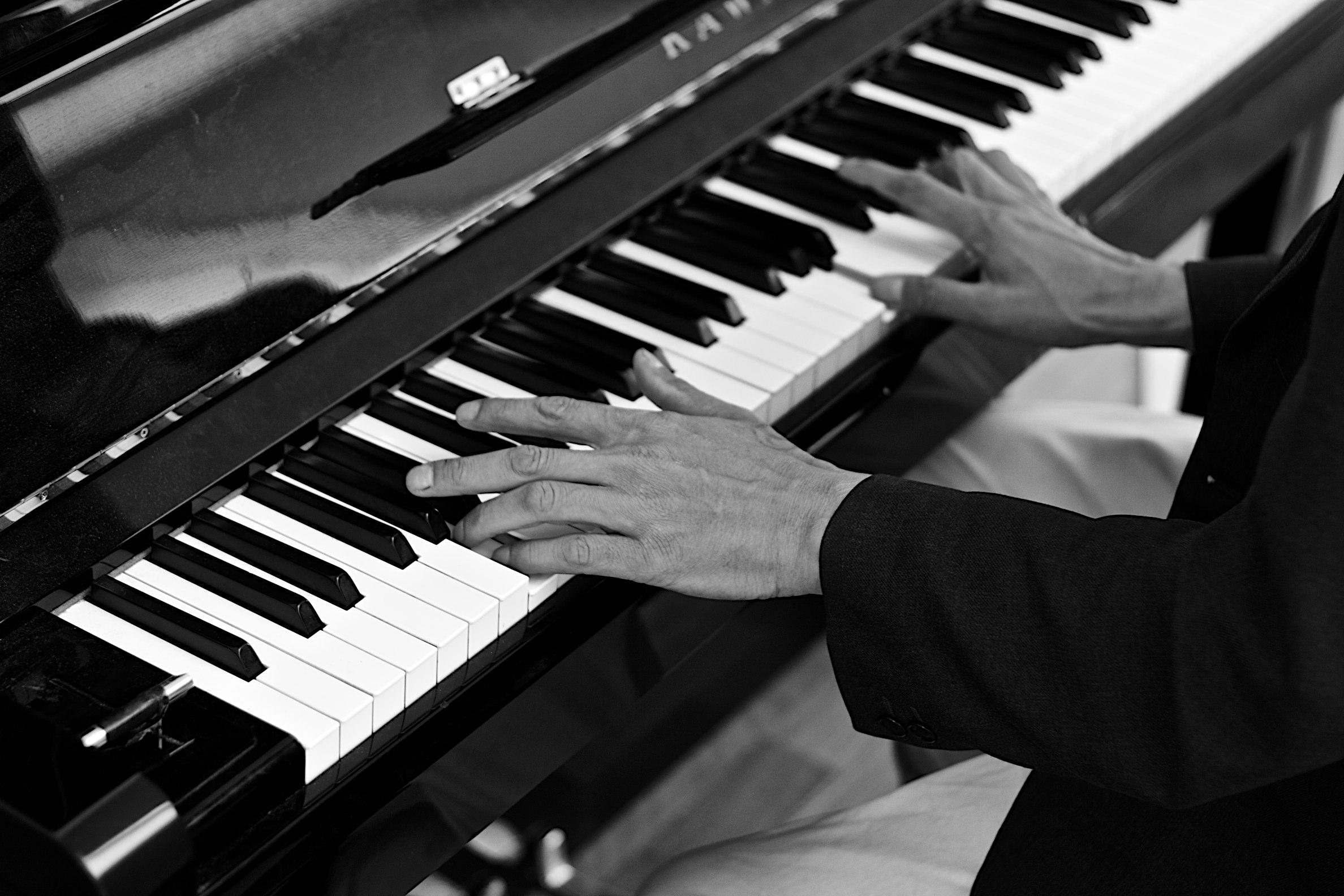пальцы на фортепиано картинки снимать вторую