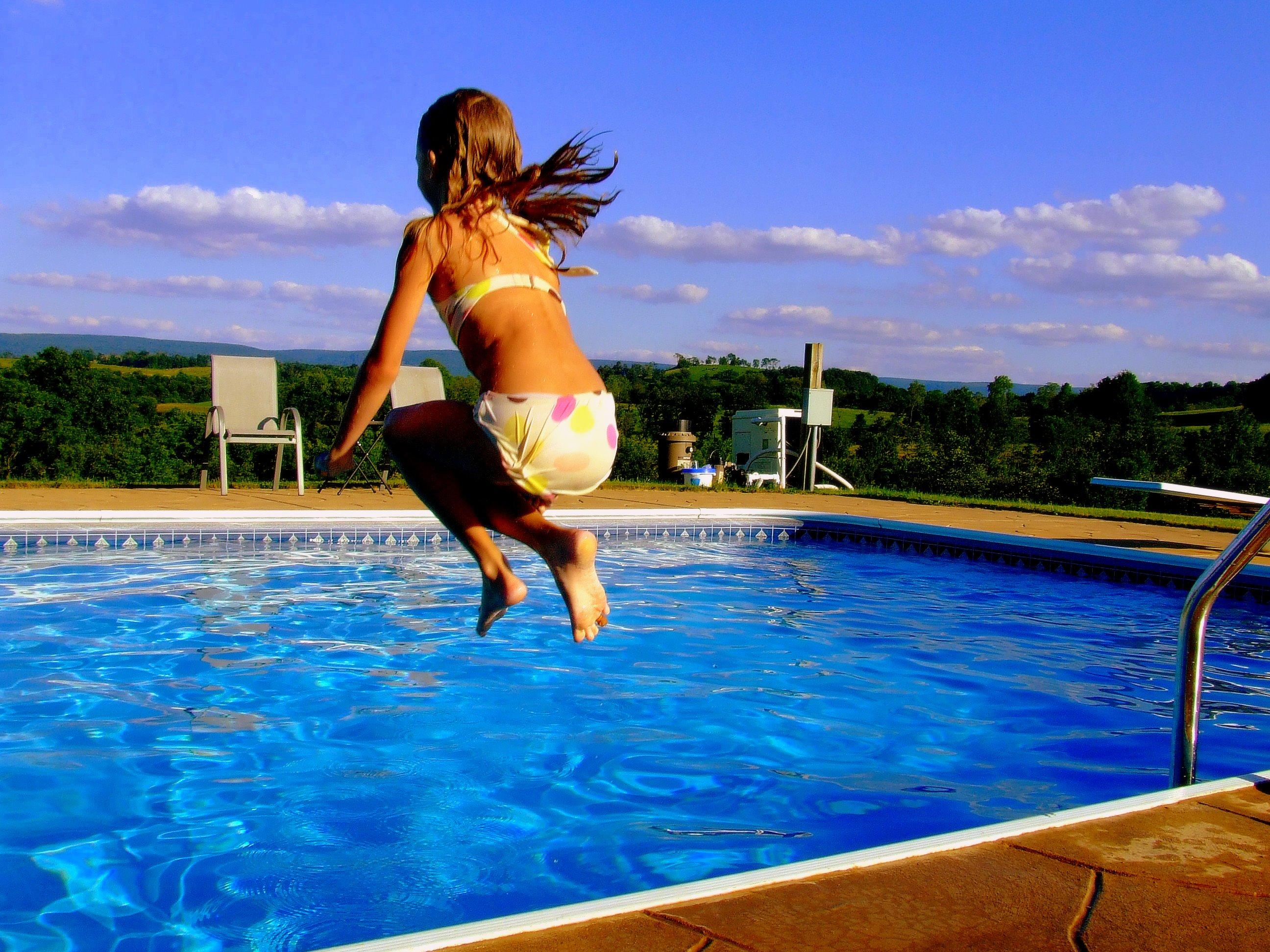красивые фото людей у бассейна женщины таким