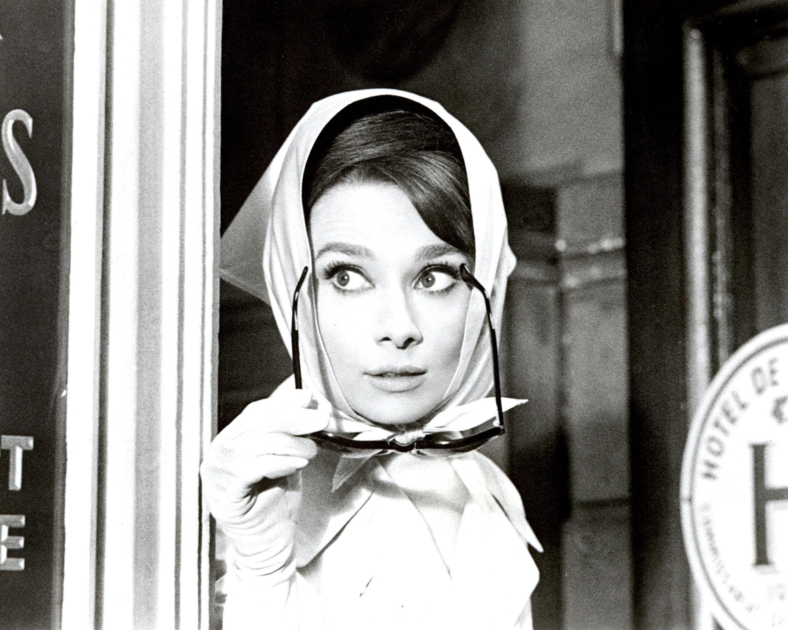 design di qualità 63eda 96f49 Sfondi : occhiali da sole, Audrey Hepburn, foulard, attrice ...