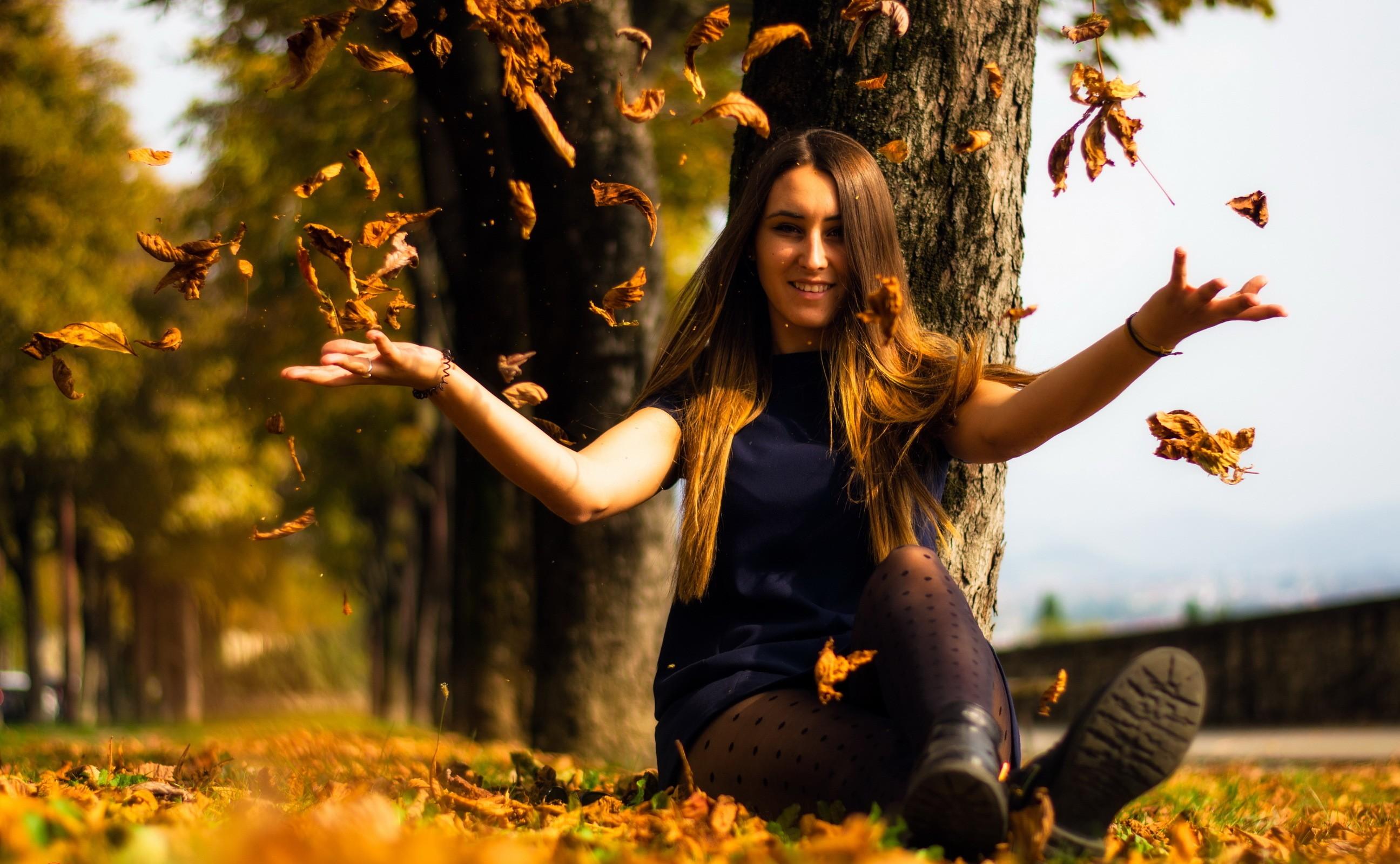 музеев, фотографии и позы с осенними листьями невзначай вынул