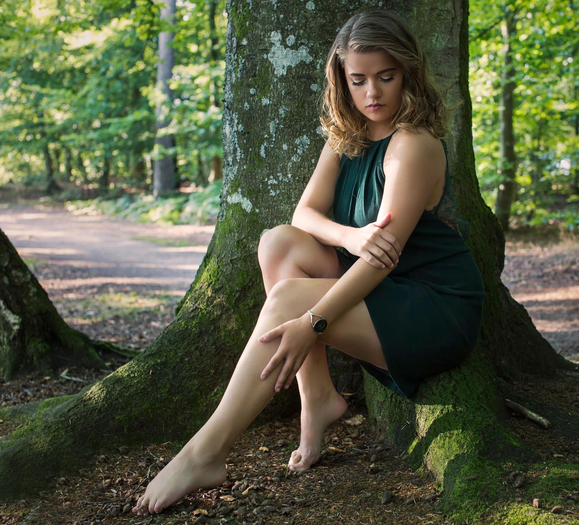 https://get.wallhere.com/photo/sunlight-forest-women-model-long-hair-barefoot-grass-sitting-photography-fashion-hair-green-dress-Person-clothing-girl-beauty-hand-lady-leg-hairstyle-footwear-habitat-human-positions-portrait-photography-photo-shoot-brown-hair-art-model-abdomen-human-body-thigh-3956.jpg