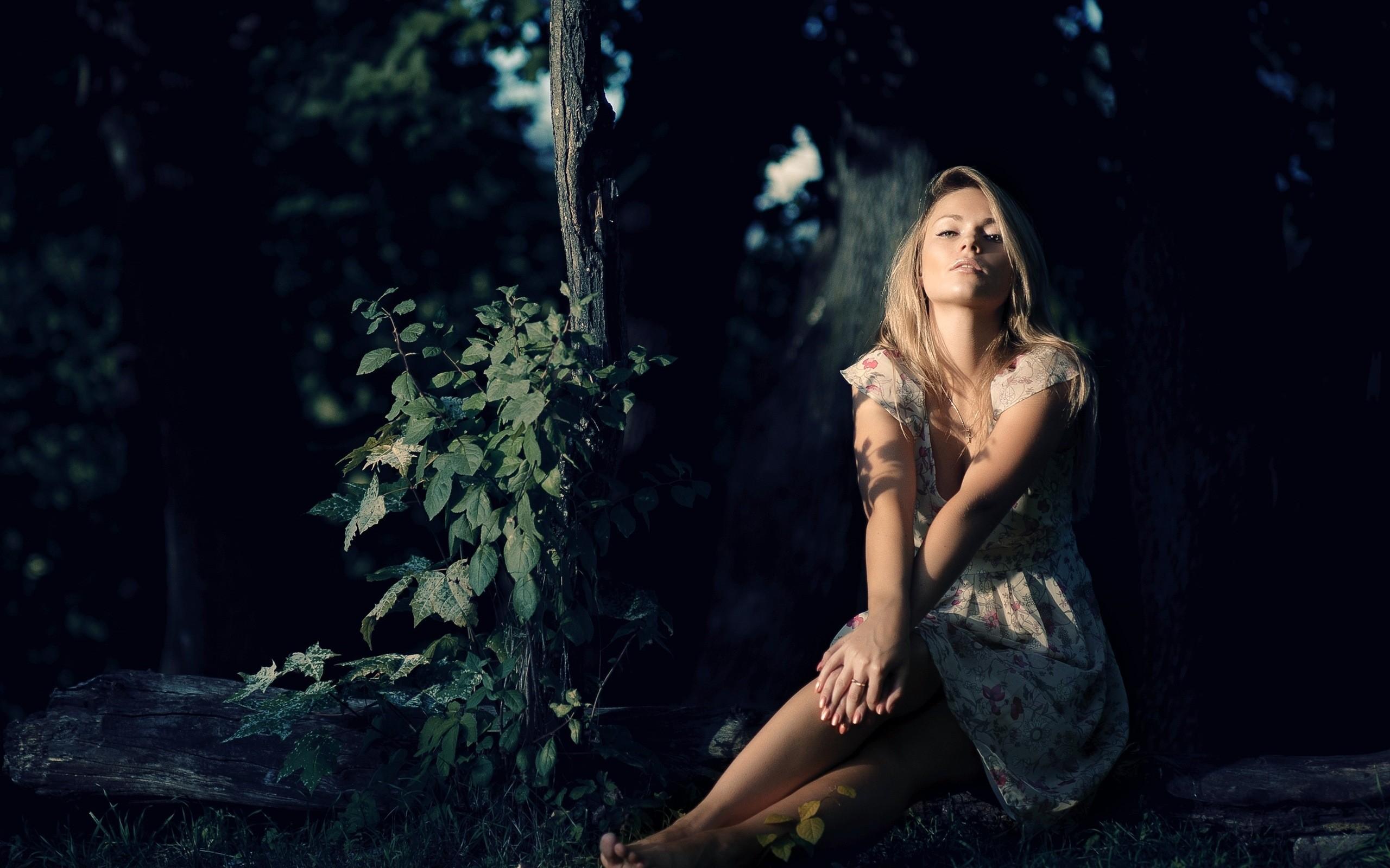 Картинки красивых блондинок в лесу