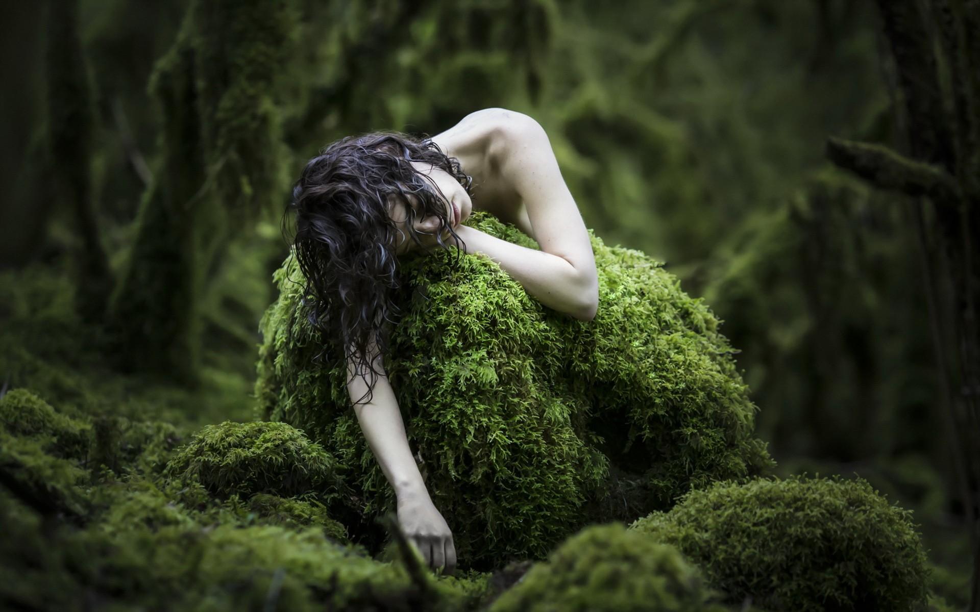 Nackt regenwald frauen Nackte Frauen