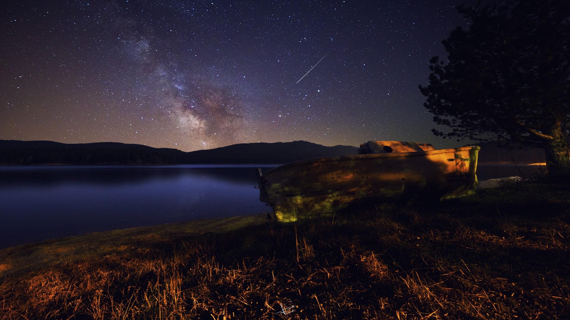 Скачать картинки горы ночь на рабочий стол бесплатно.
