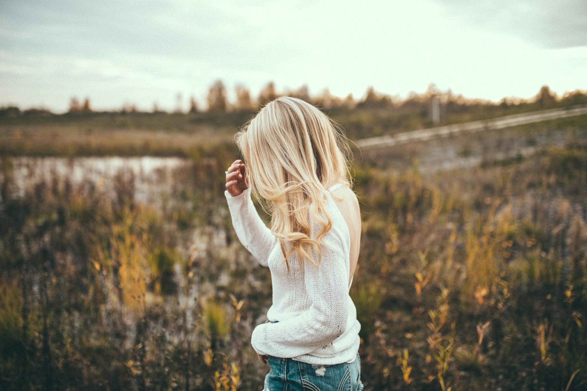Картинки девушек спиной блондинки