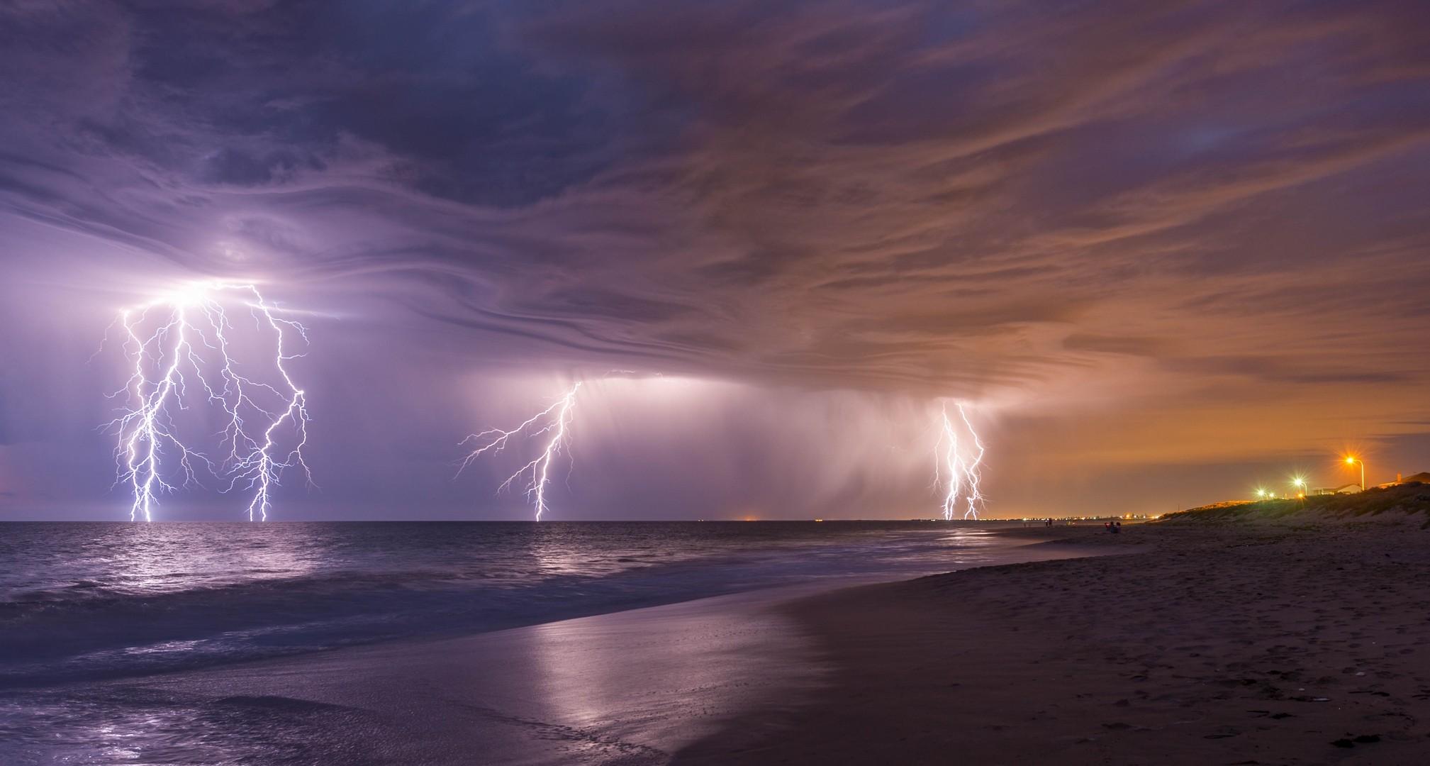 молния на море живое фото