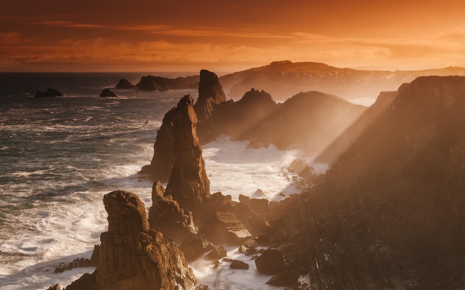 Море камни горы рассвет фото