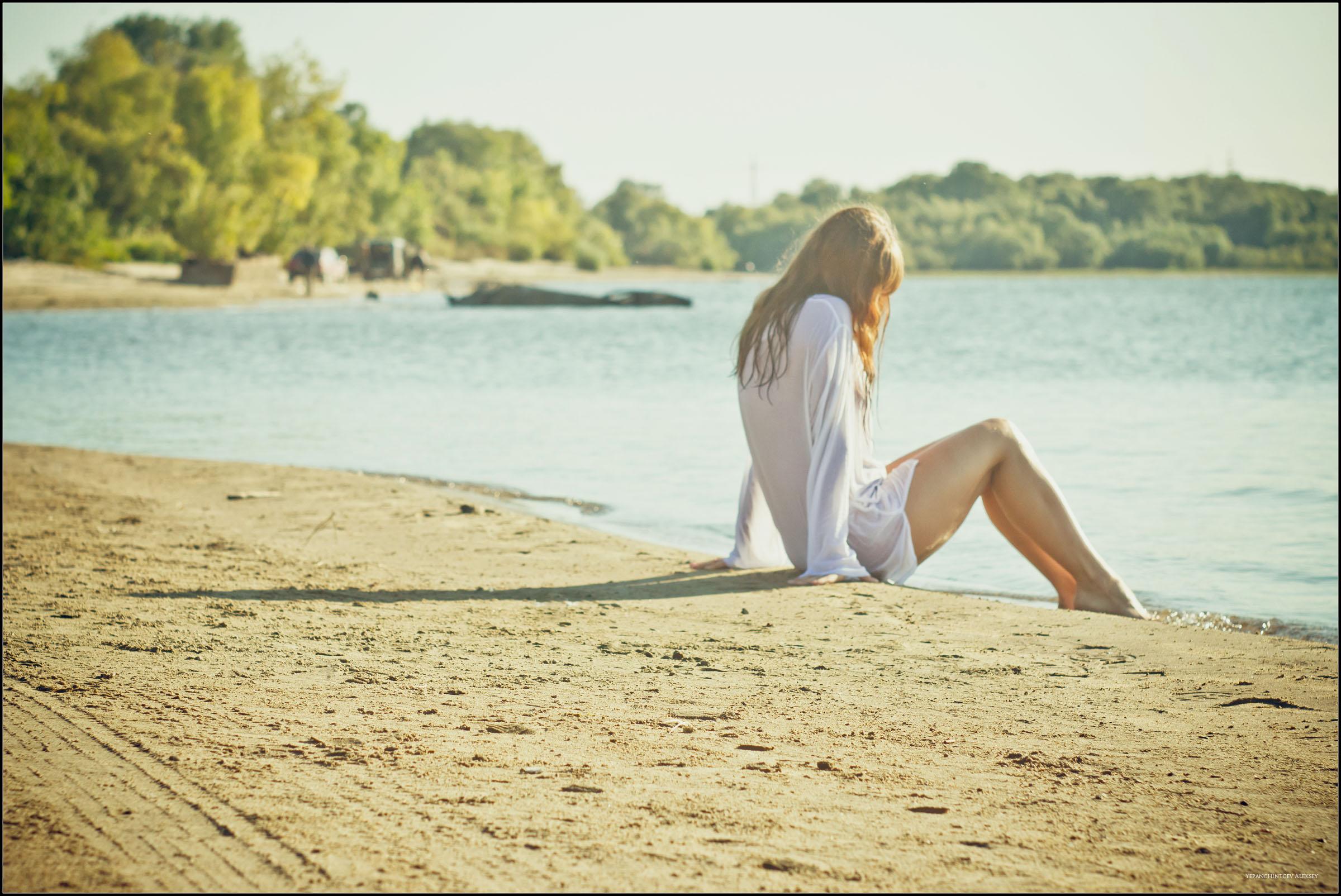 Фото девочки на речном пляже » Эротика фото и голых девушек в