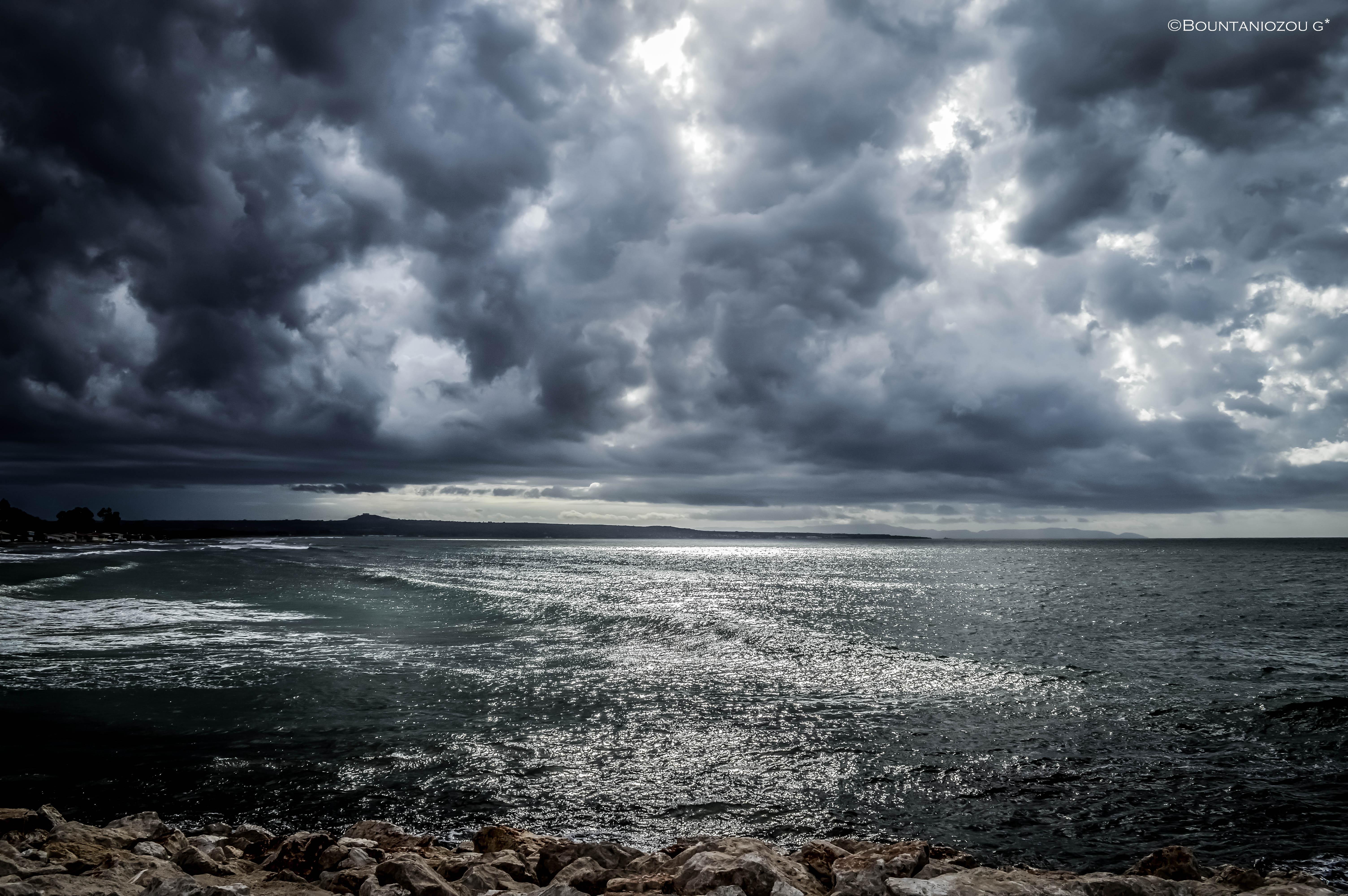 спокойно море с плохой погодой картинка радиатор, который представлен