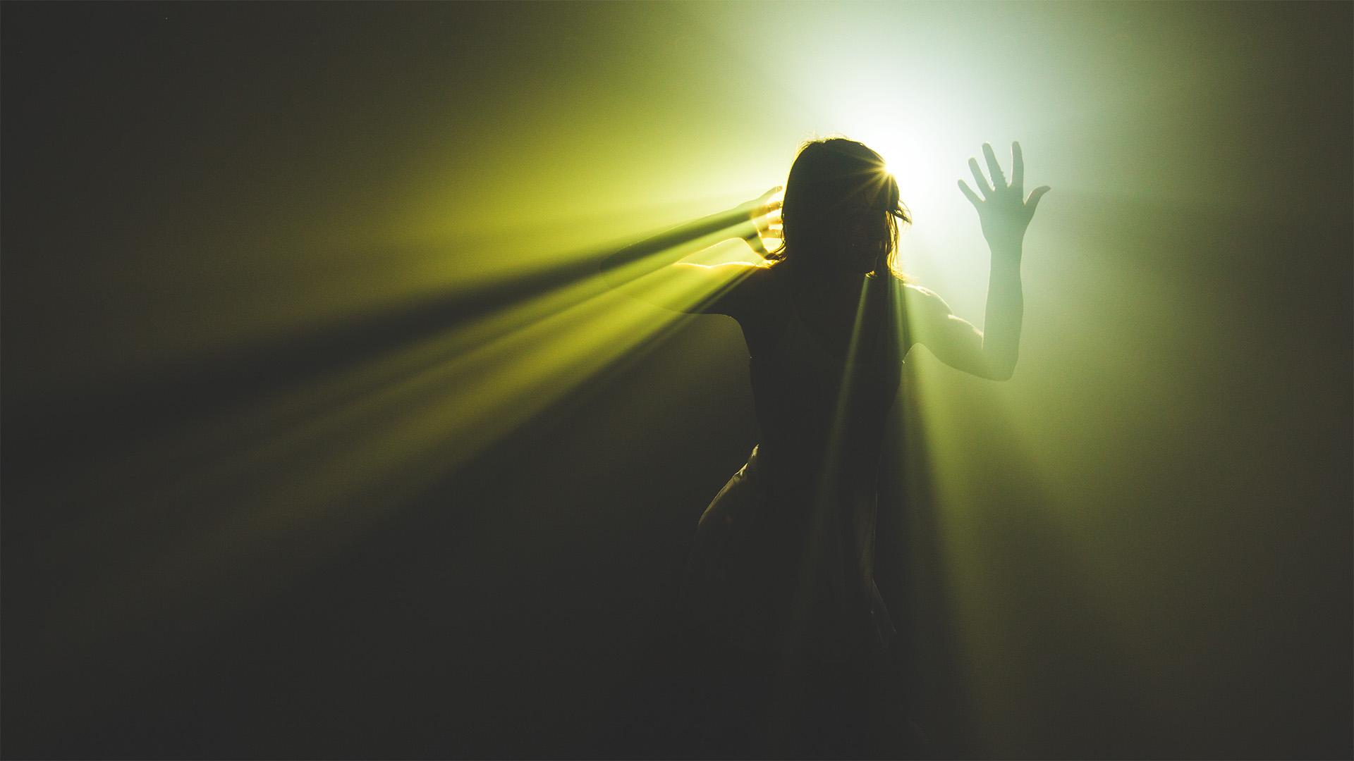 луч света во тьме картинка