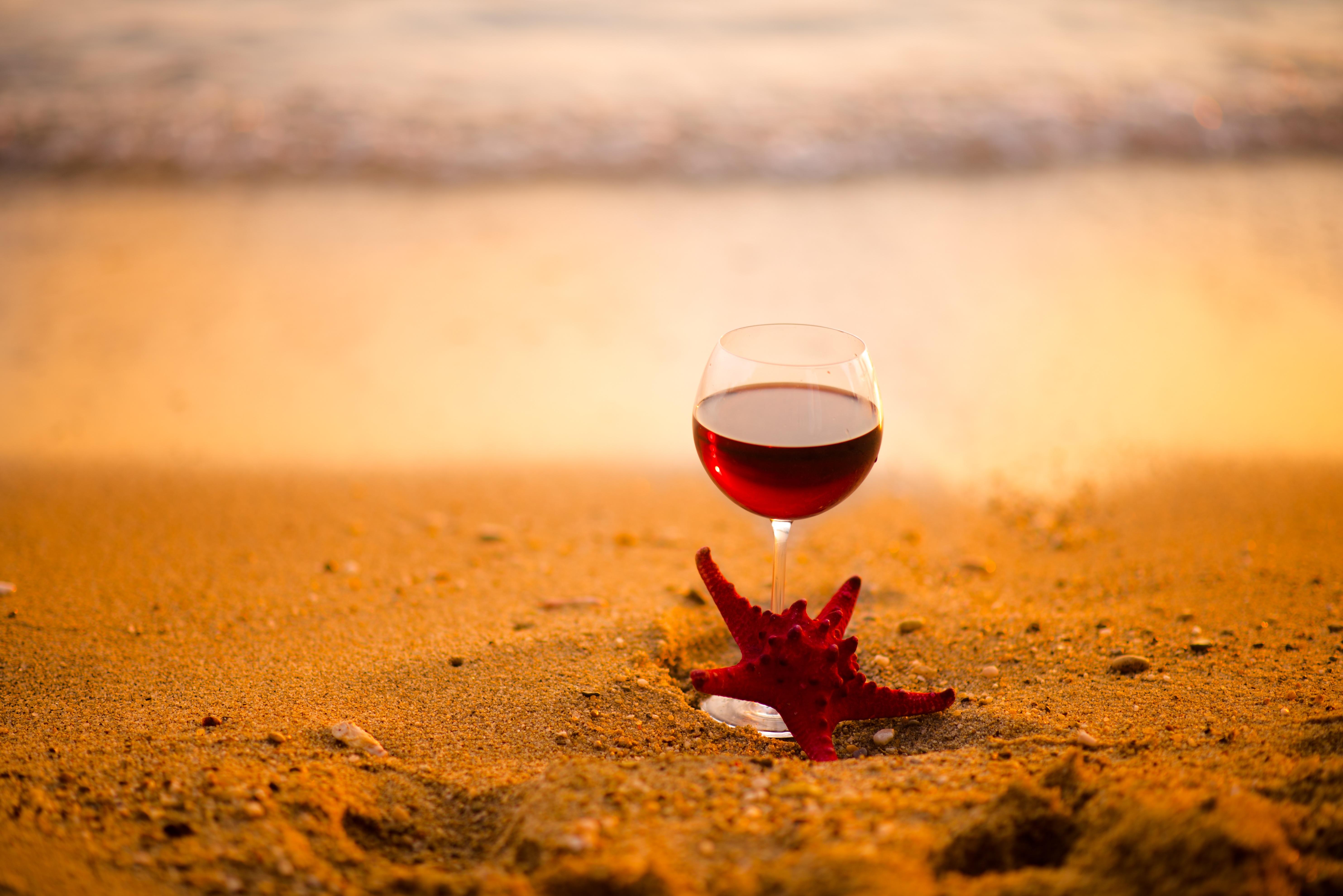 картинки бокалов с вином на фоне моря фоткам судить тихий
