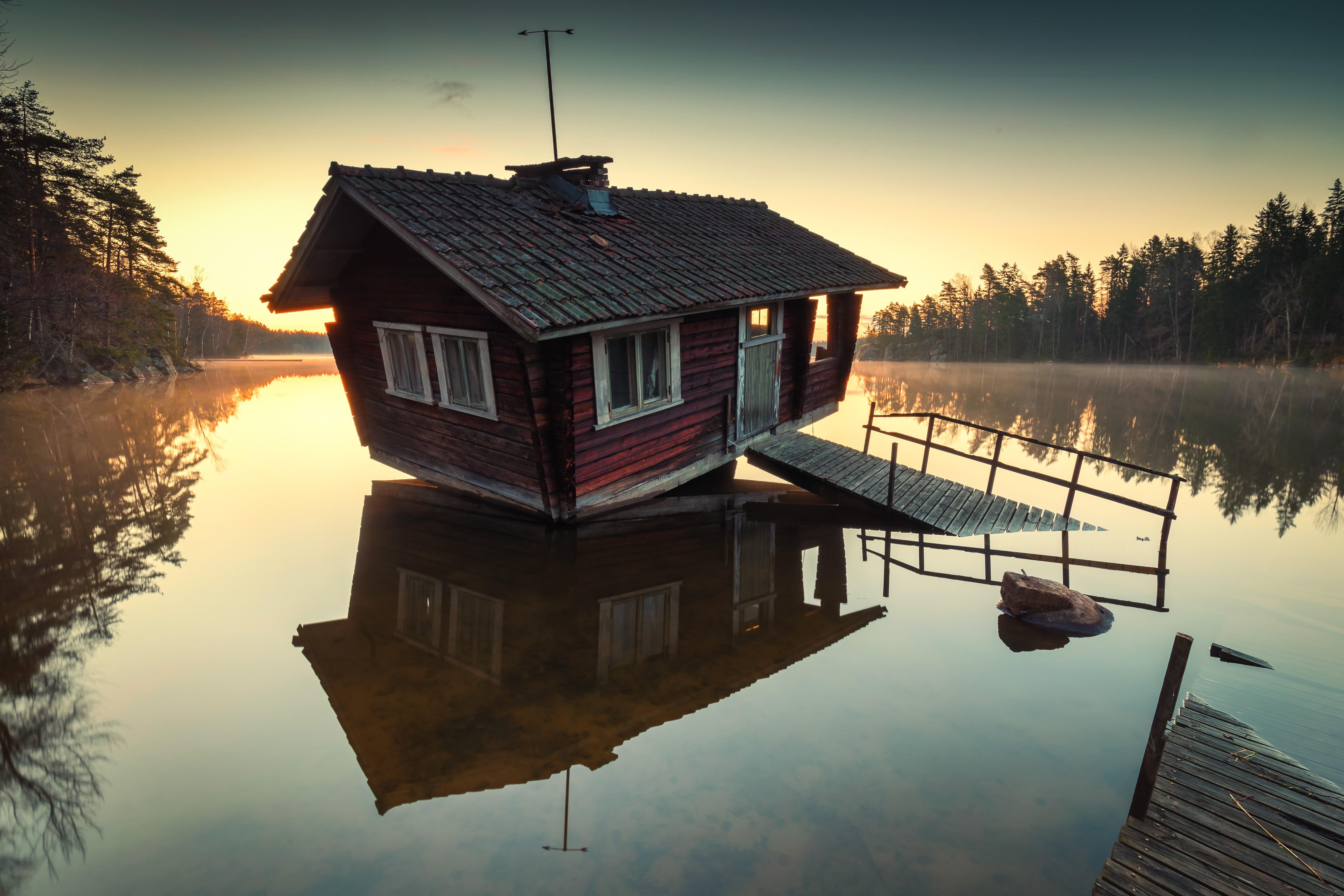 нужен этот фотографии домик у реки темный