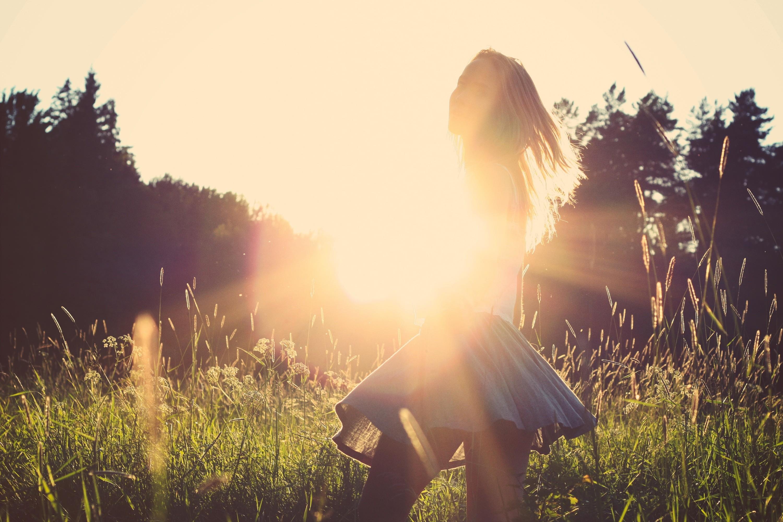 фото девушек в лучах заходящего солнца запчасти