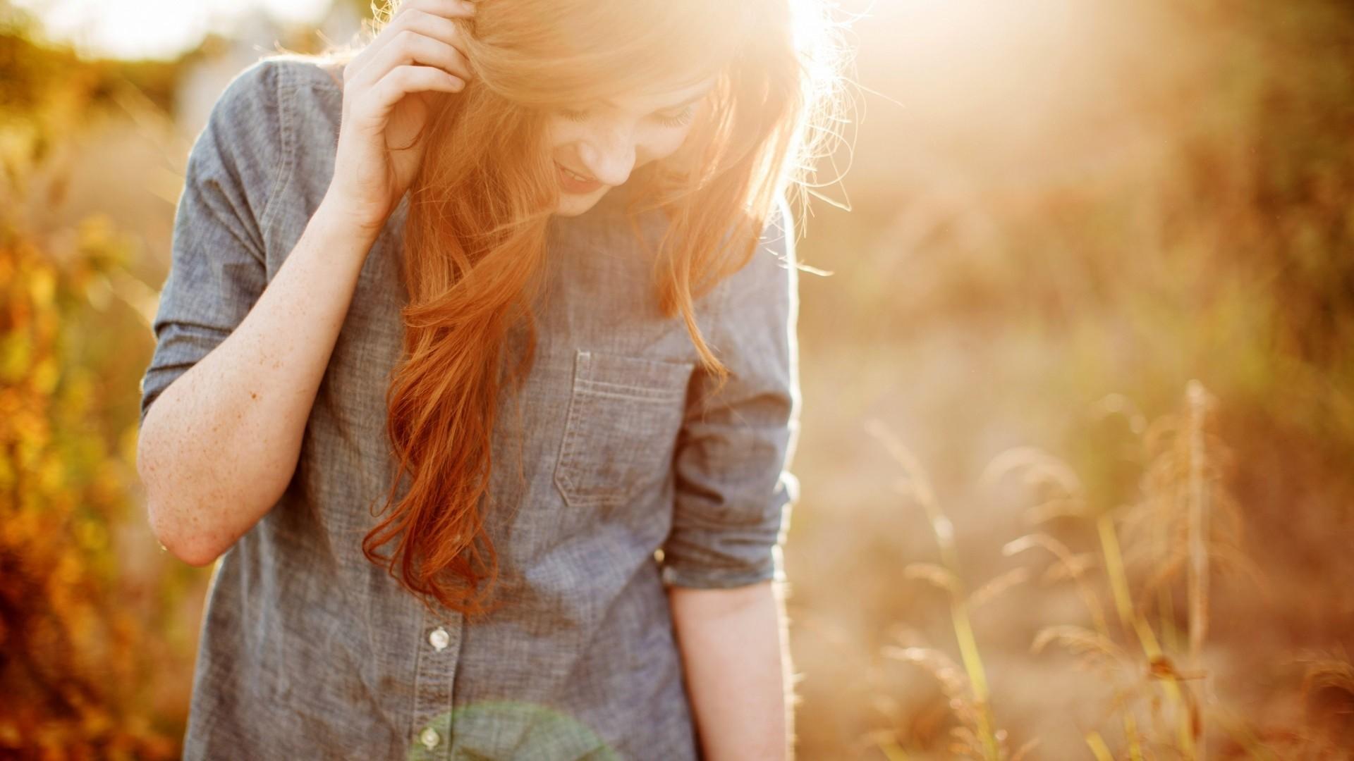 Девушка с рыжими волосами фото без лица