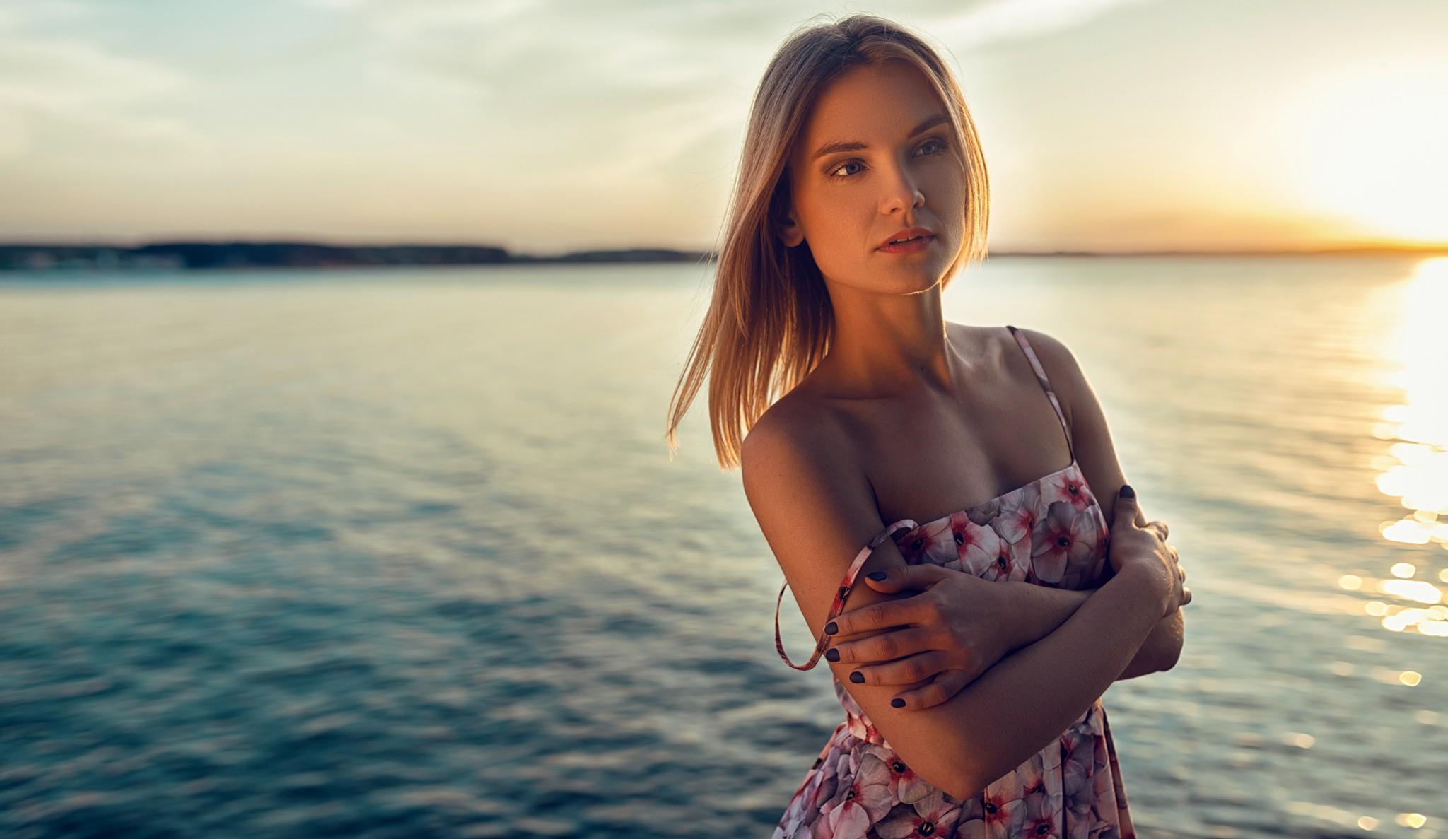 портрет на фоне воды фото время прогули ночному