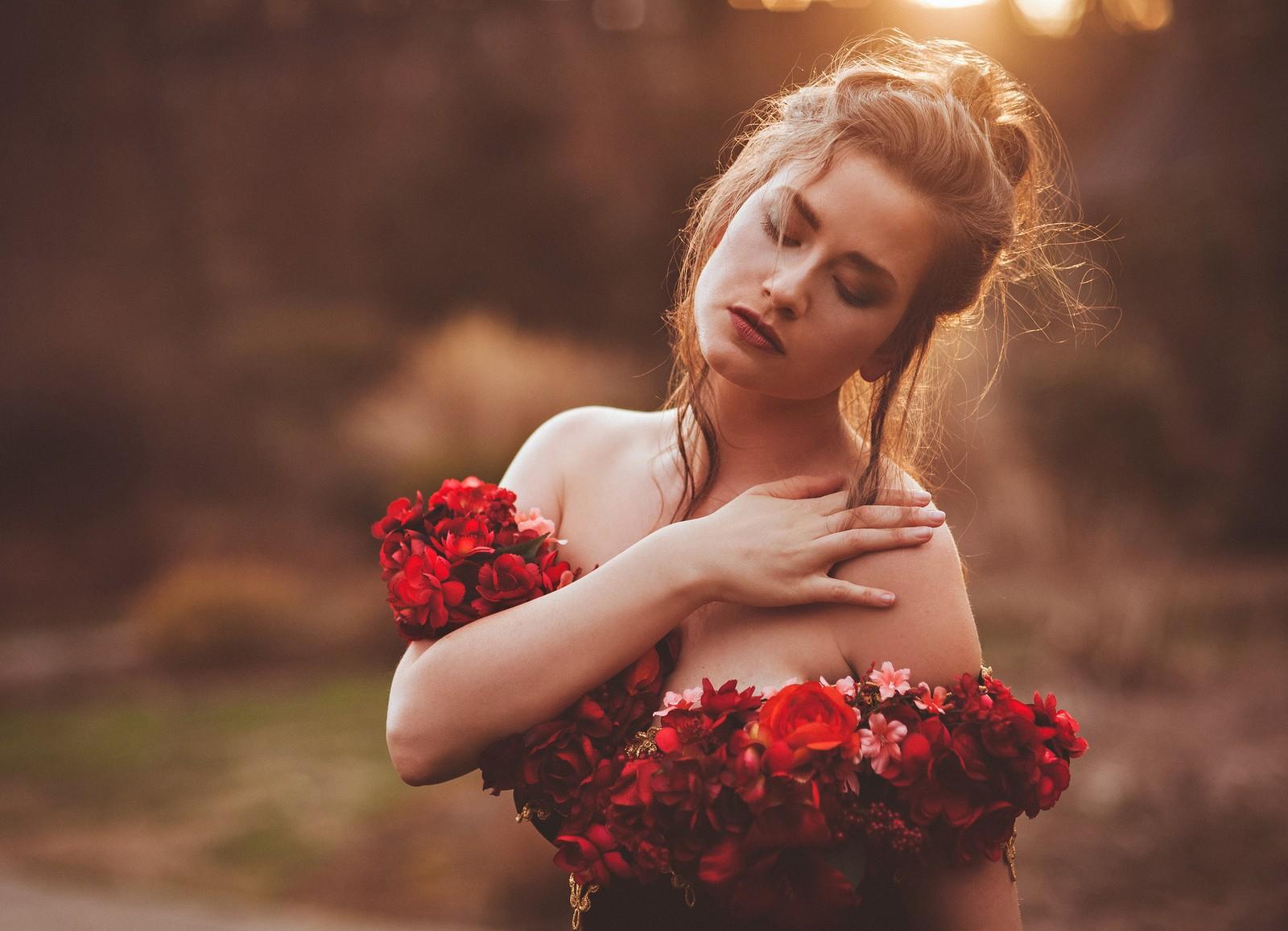 Красивые девушки с цветами картинки