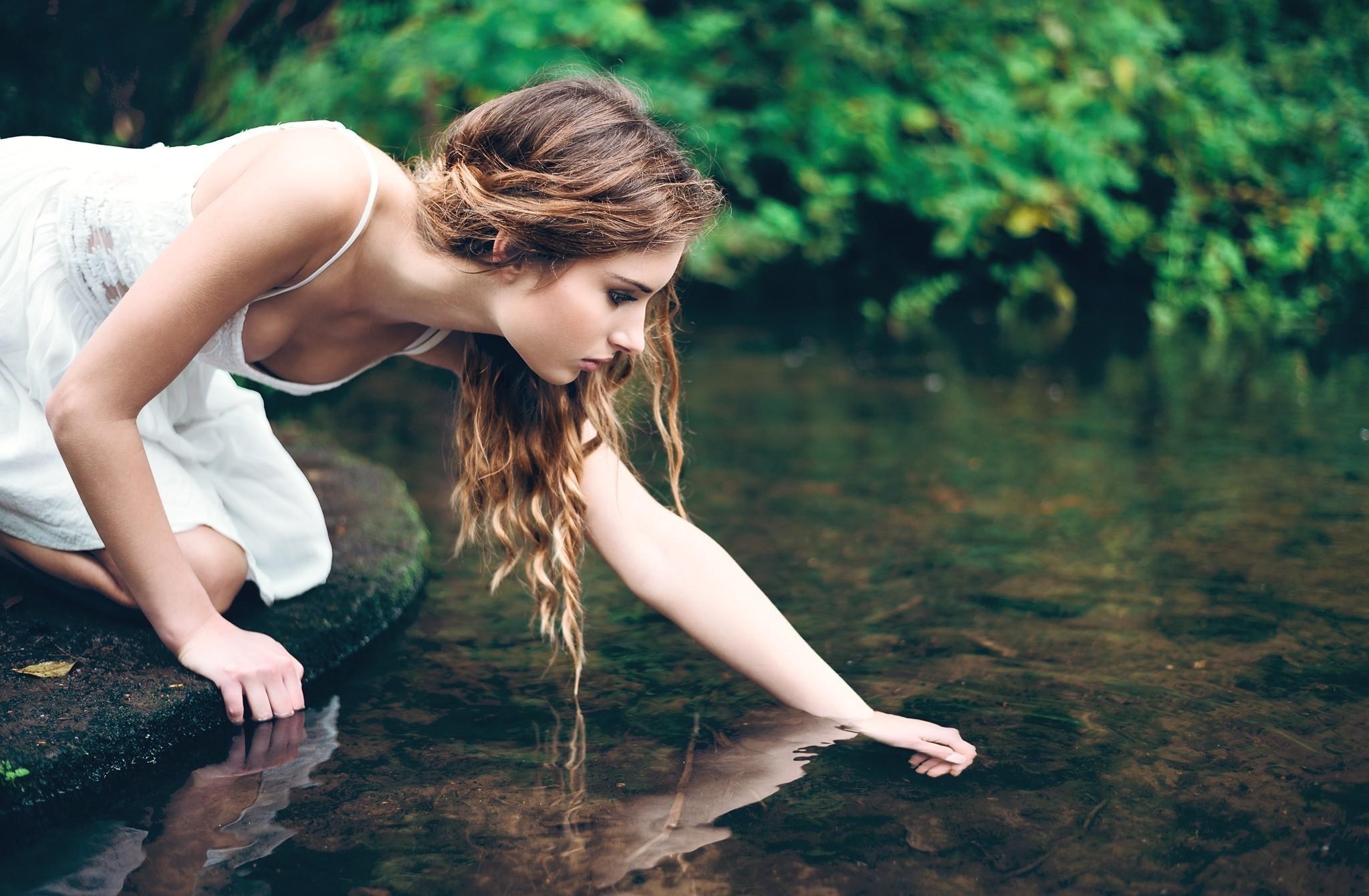 чувствуешь как фото девушки у воды торопилась уходить, похоже