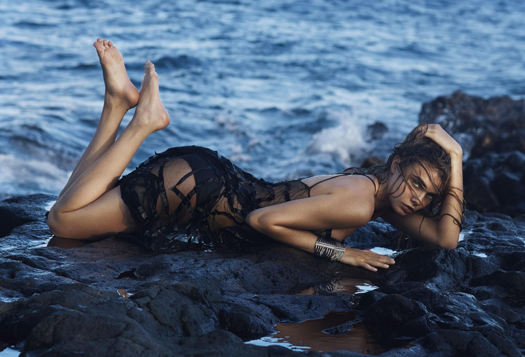 cara delevingne beach